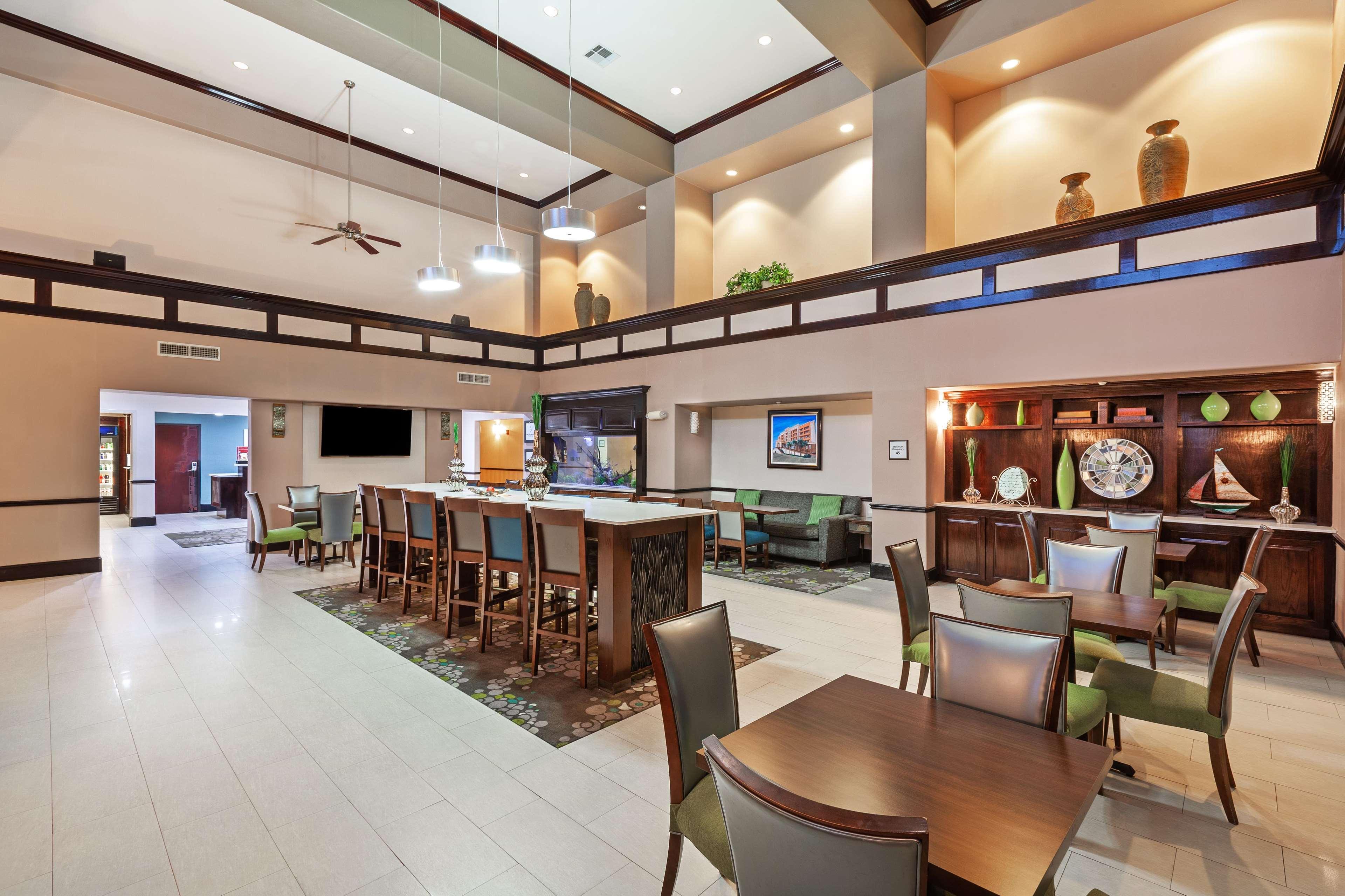 Hampton Inn & Suites Galveston image 12