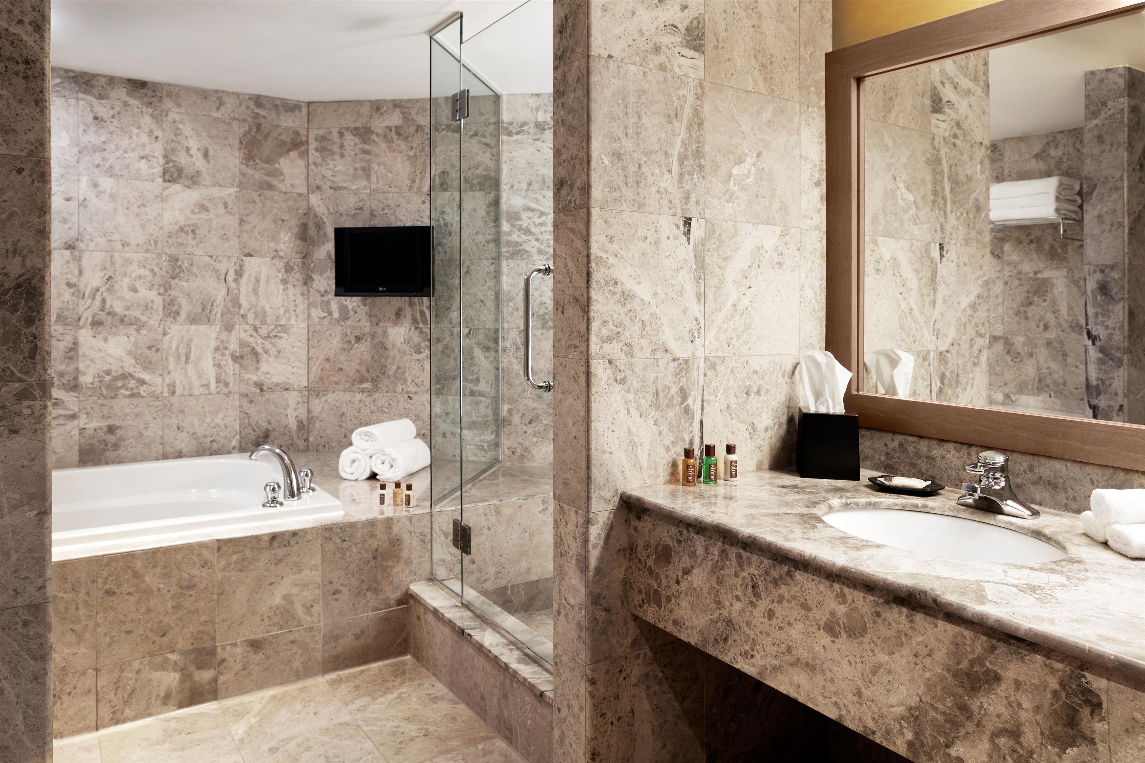 Sheraton Laval Hotel à Laval: Executive Bathroom
