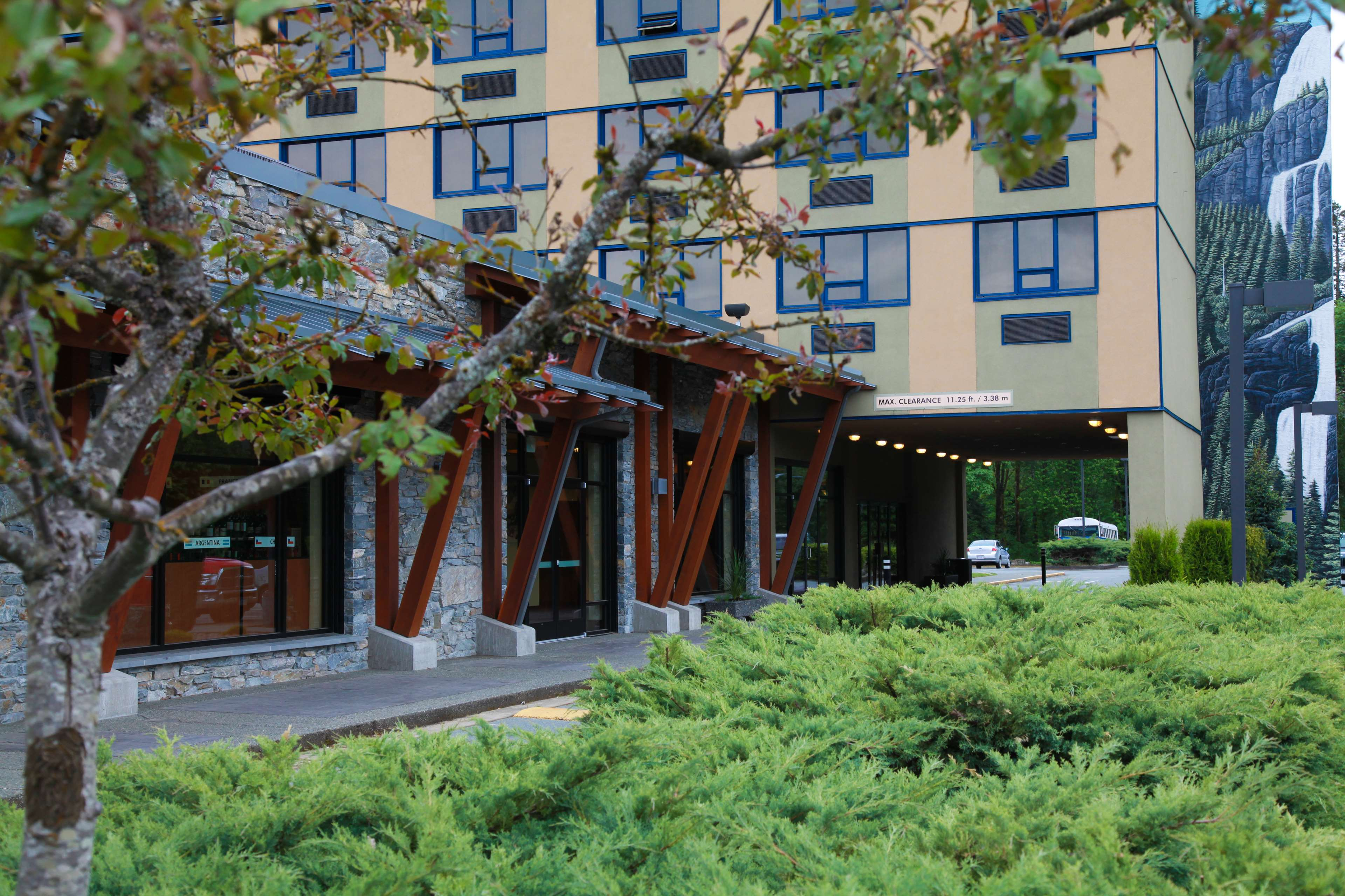Best Western Plus Barclay Hotel in Port Alberni: Be treated like family the moment you enter the hotel.