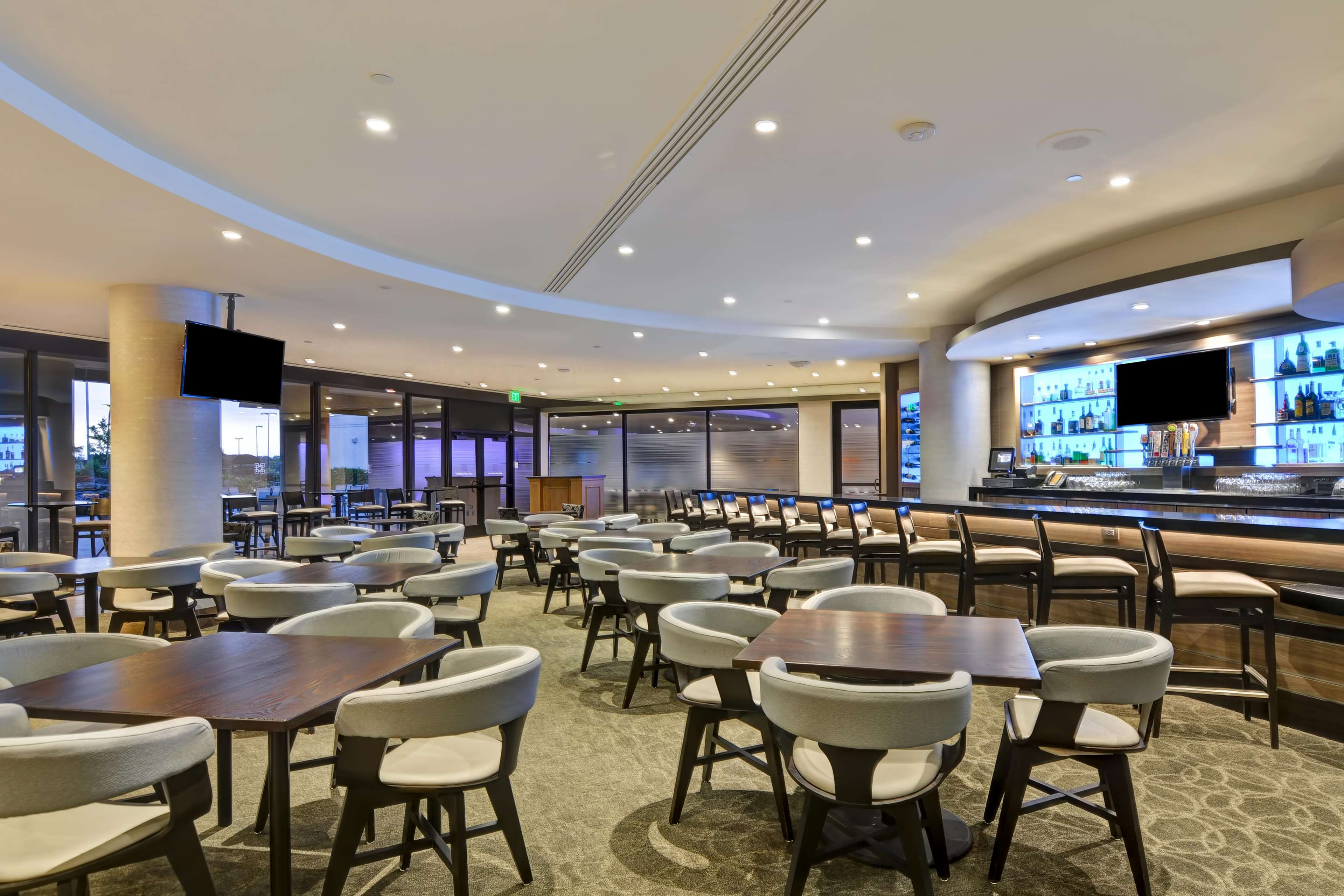 DoubleTree by Hilton Hotel Pleasanton at the Club image 14