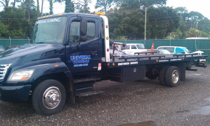 Flat Bed Tow Truck from Universal Towing. We to big, small, and just about anything in between. Call us today 386-255-0203.