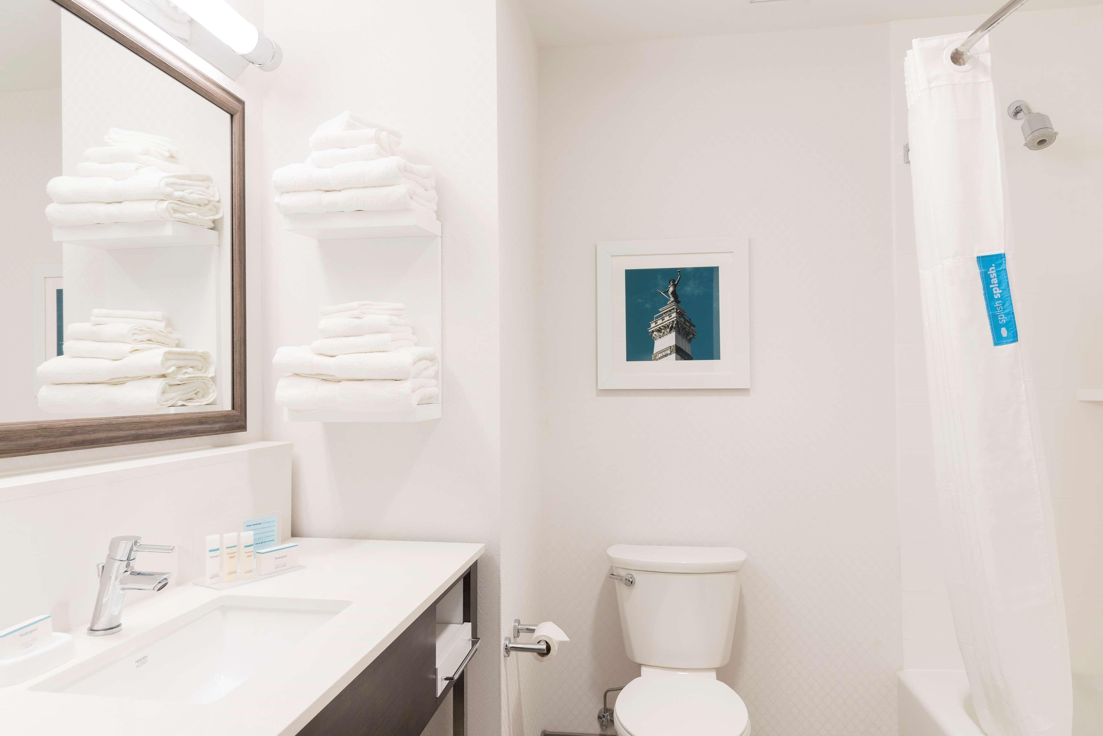 Hampton Inn & Suites Indianapolis-Keystone image 31