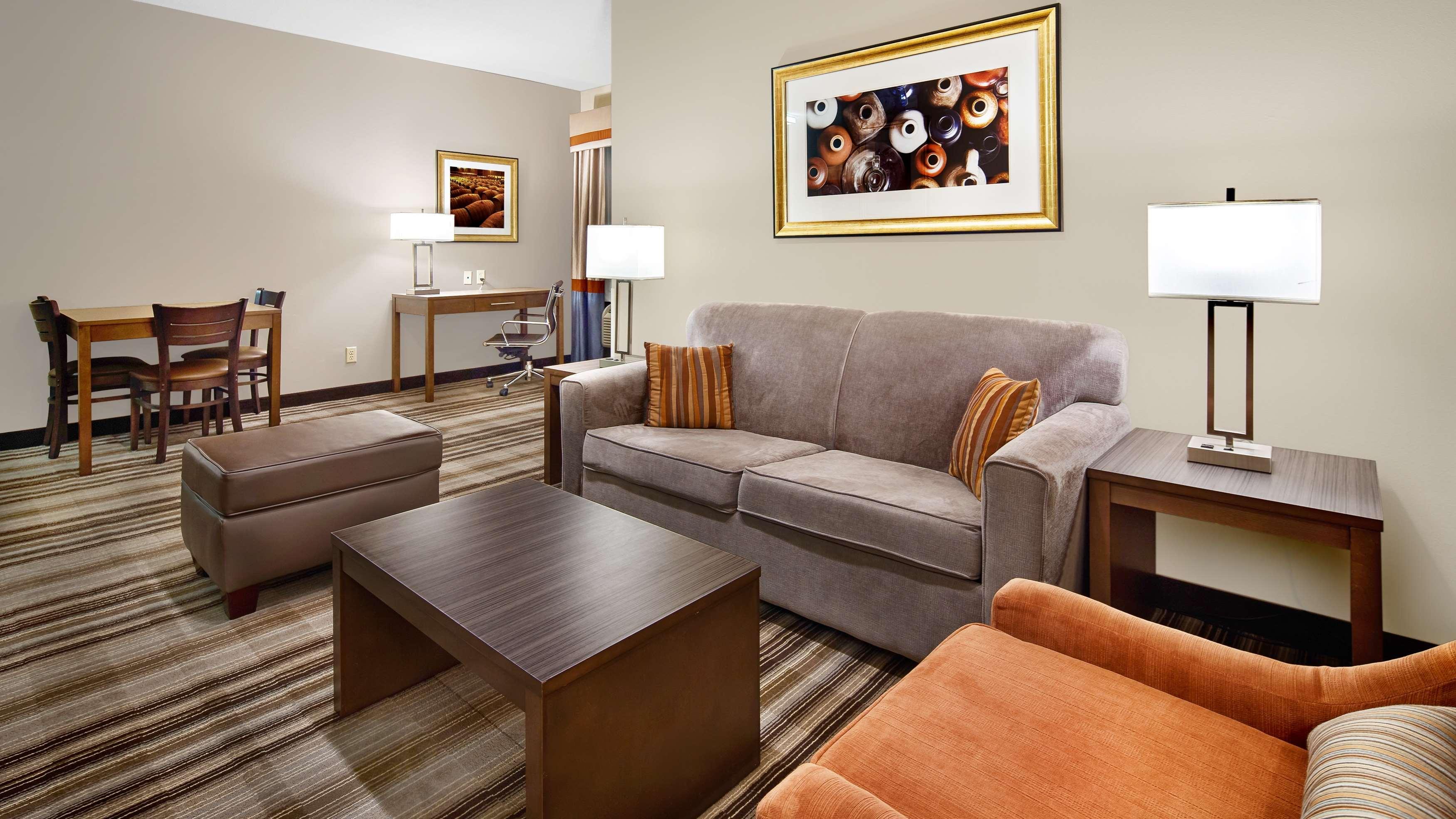 Best Western Plus Washington Hotel image 15