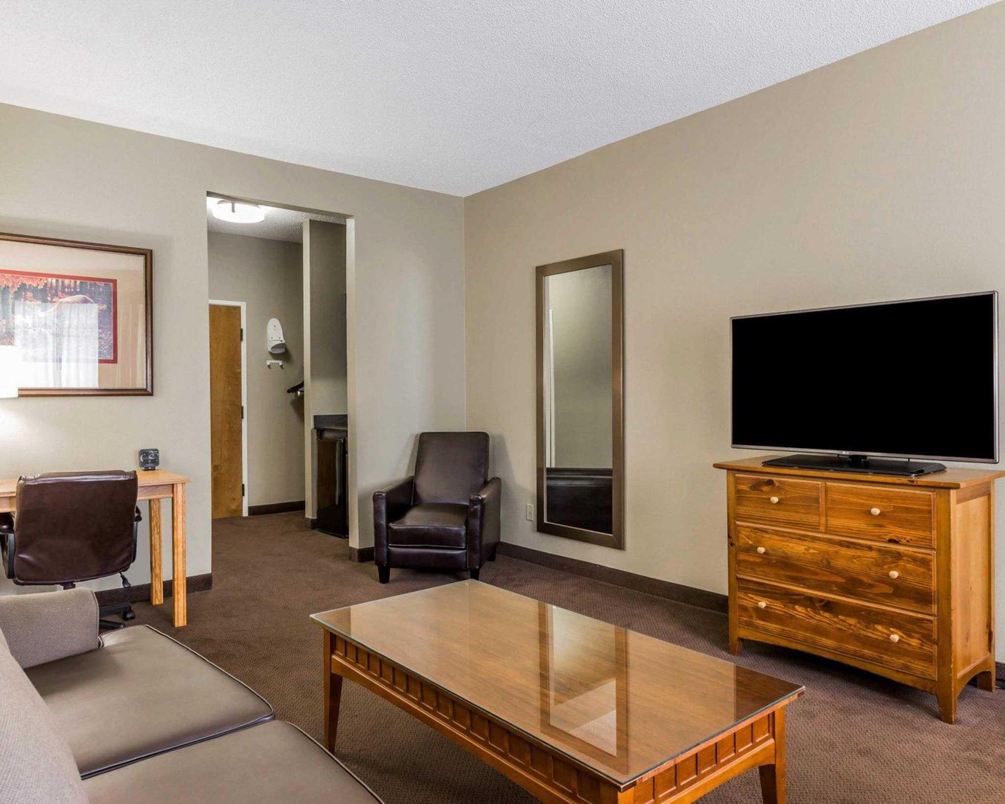 Comfort Suites image 26