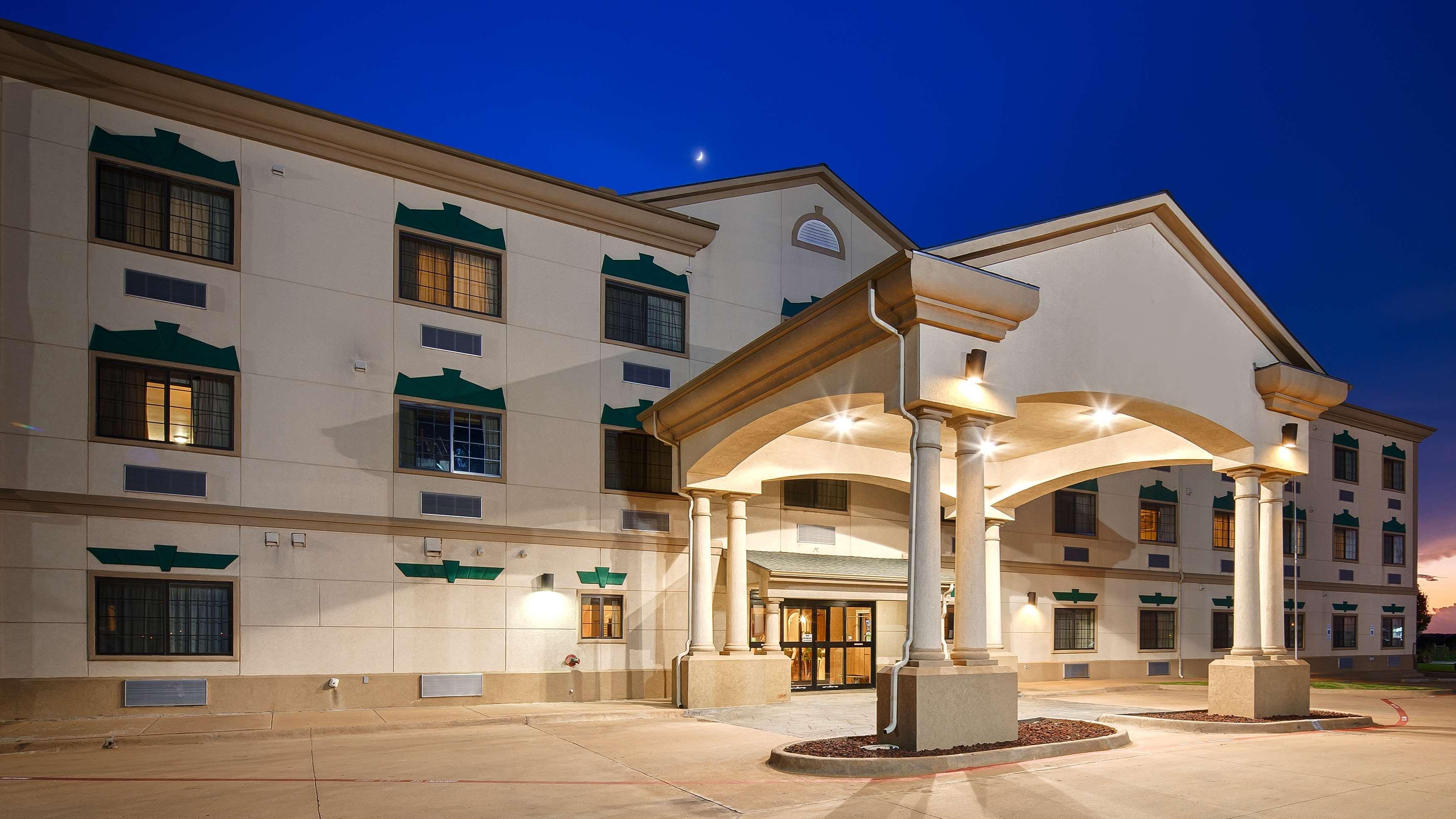 Best Western Henrietta Inn & Suites image 0