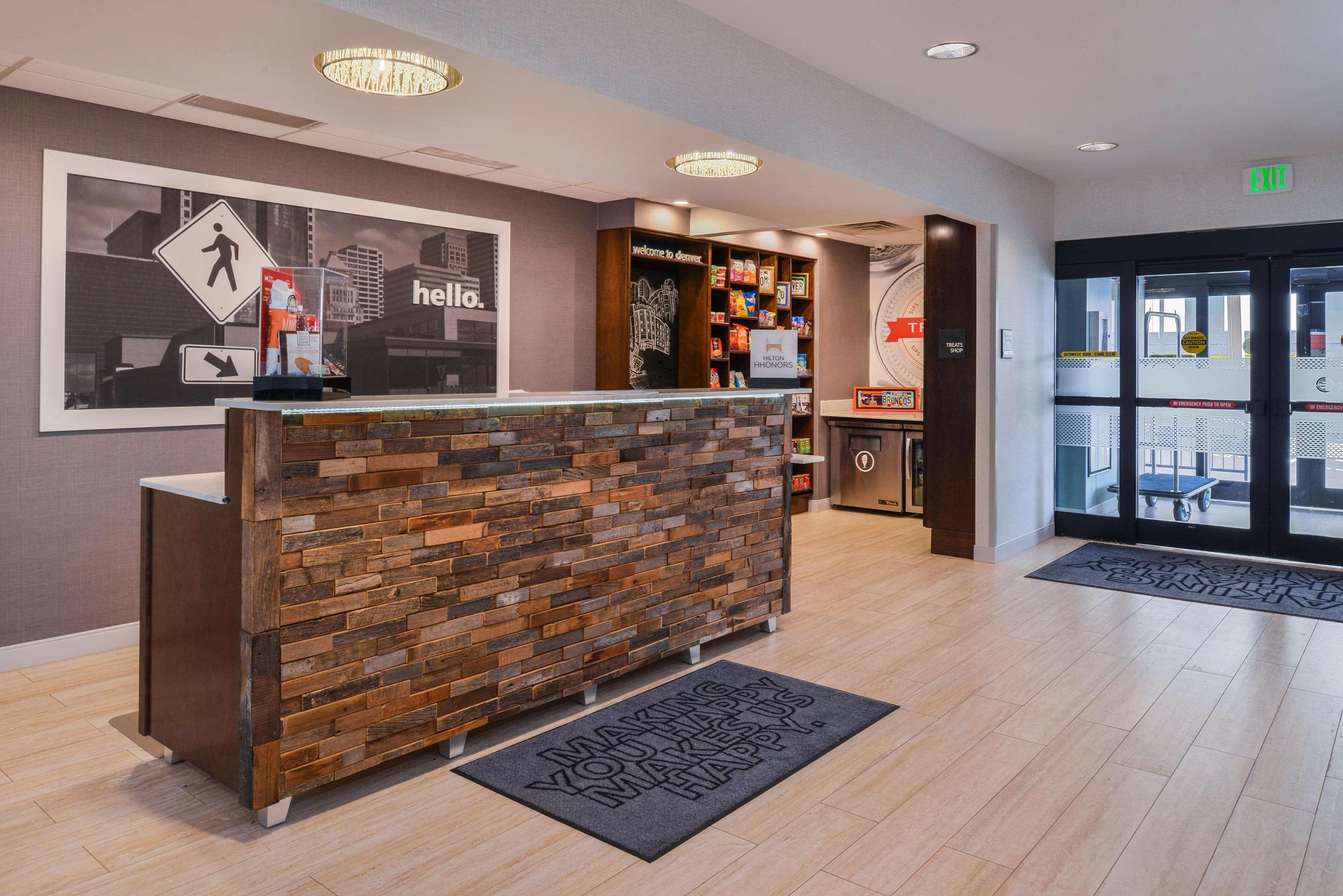 Hampton Inn & Suites Denver-Speer Boulevard image 12