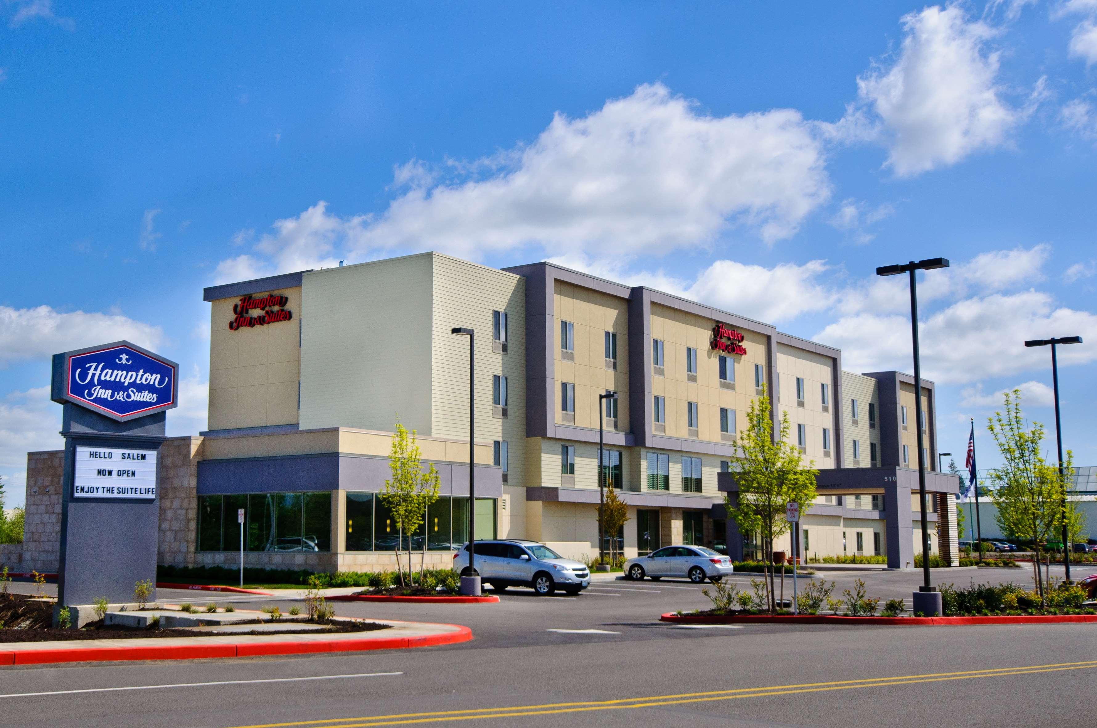 Hampton Inn & Suites Salem image 0