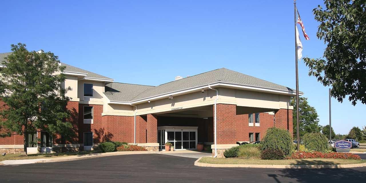 Hampton Inn & Suites Newtown image 0