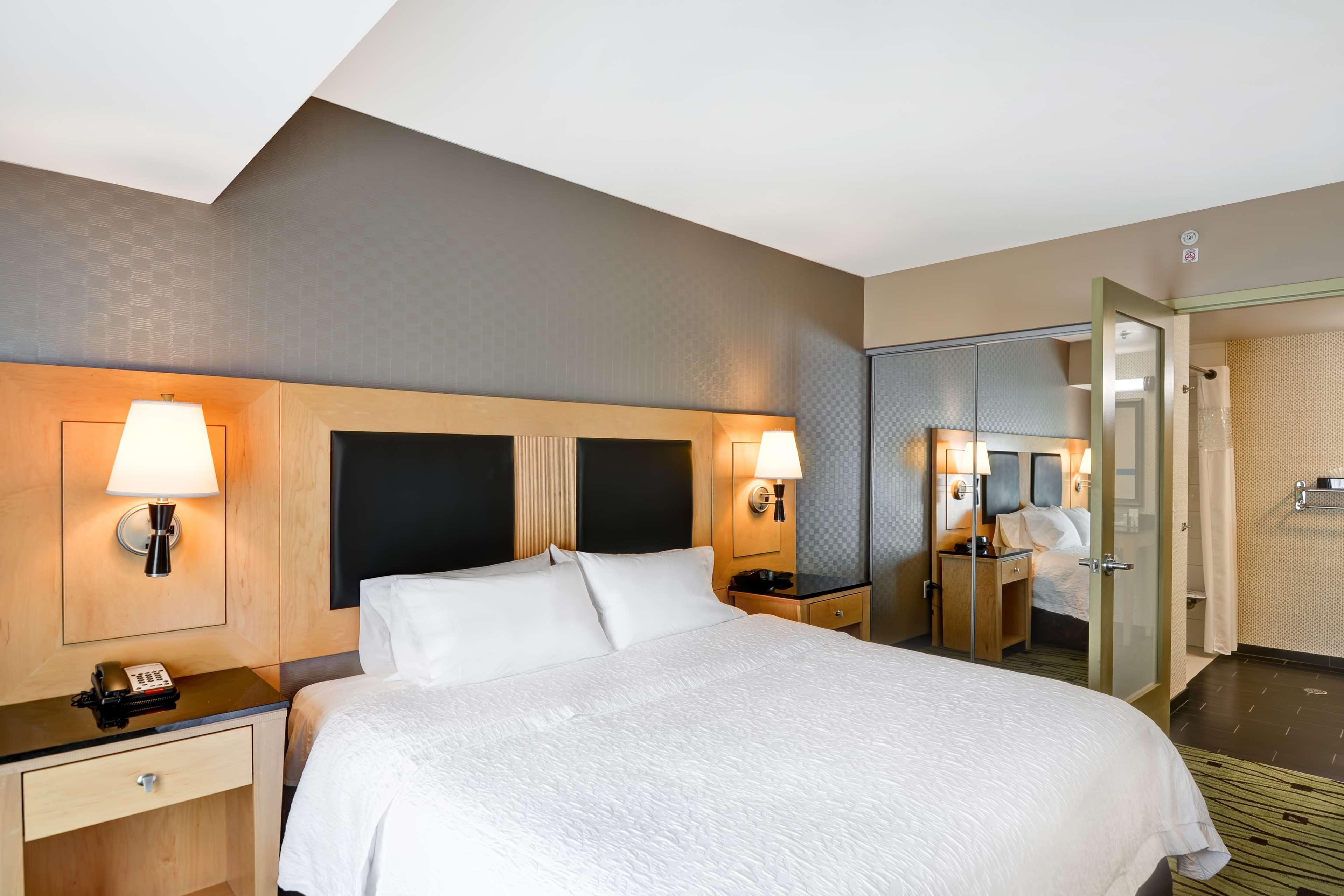 Hampton Inn & Suites Raleigh/Crabtree Valley image 22