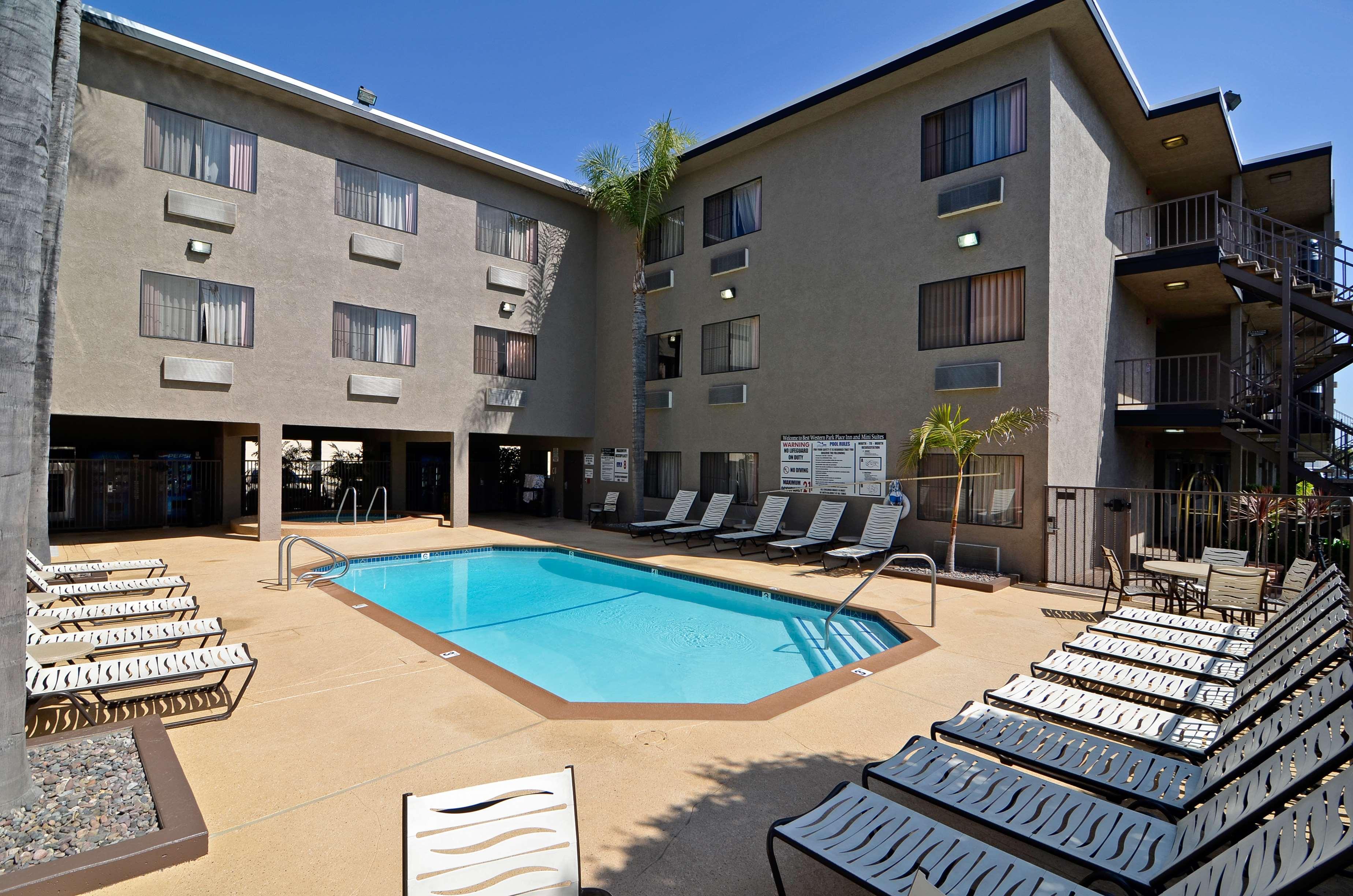Best Western Plus Park Place Inn - Mini Suites image 9