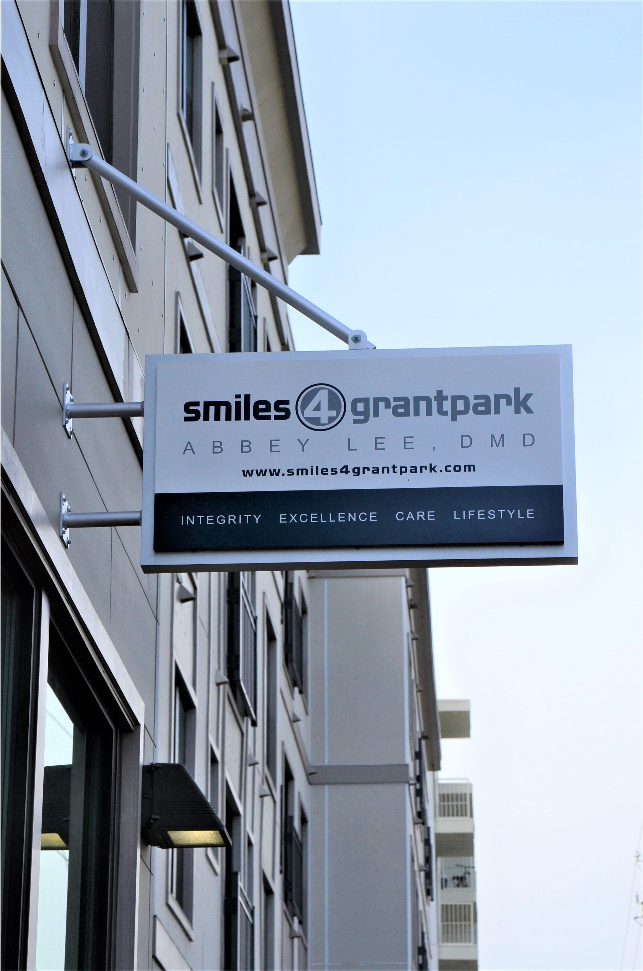 Smiles 4 Grant Park image 0
