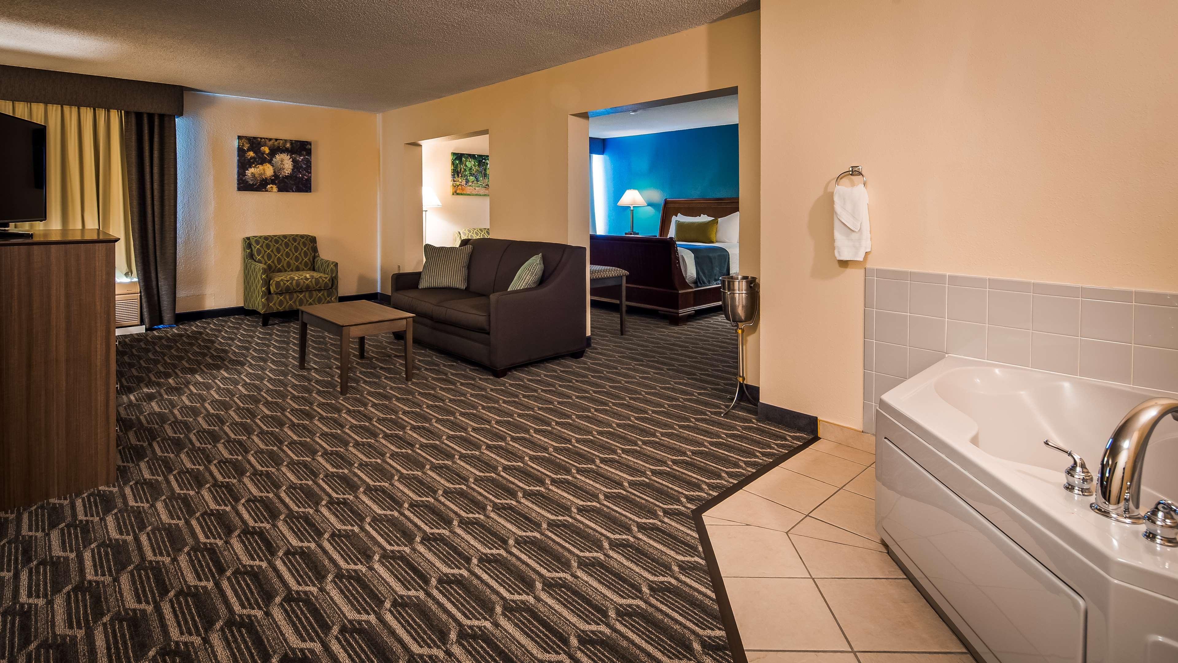 Best Western Plus Yadkin Valley Inn & Suites image 15