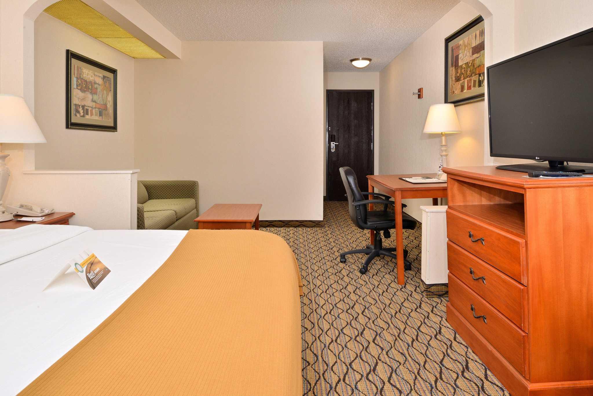 Quality Inn & Suites Jefferson City image 13