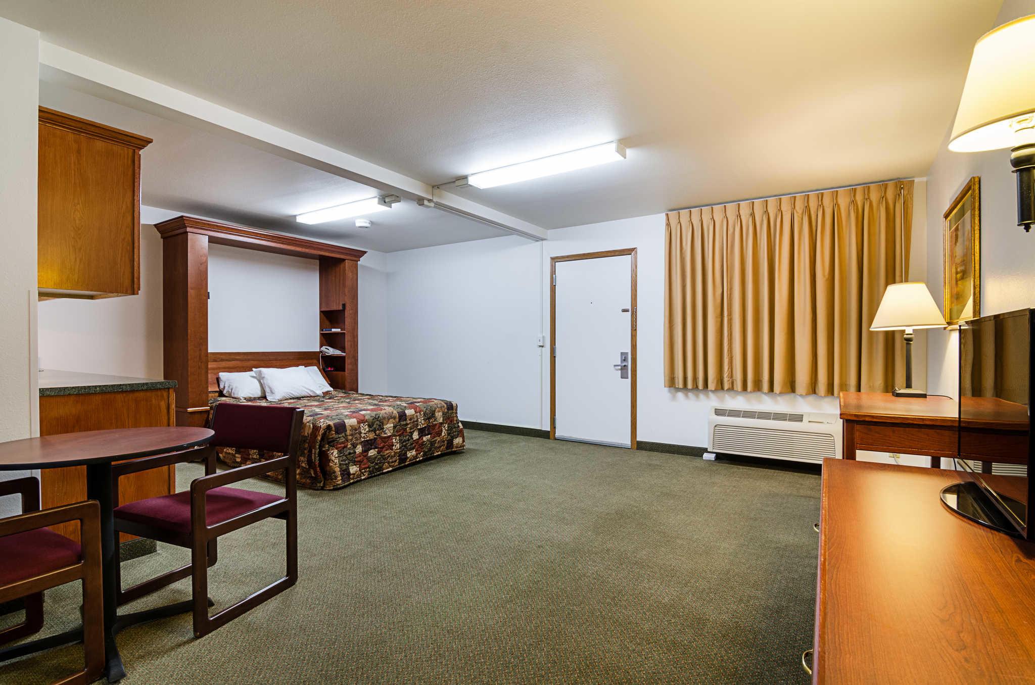 Rodeway Inn image 20