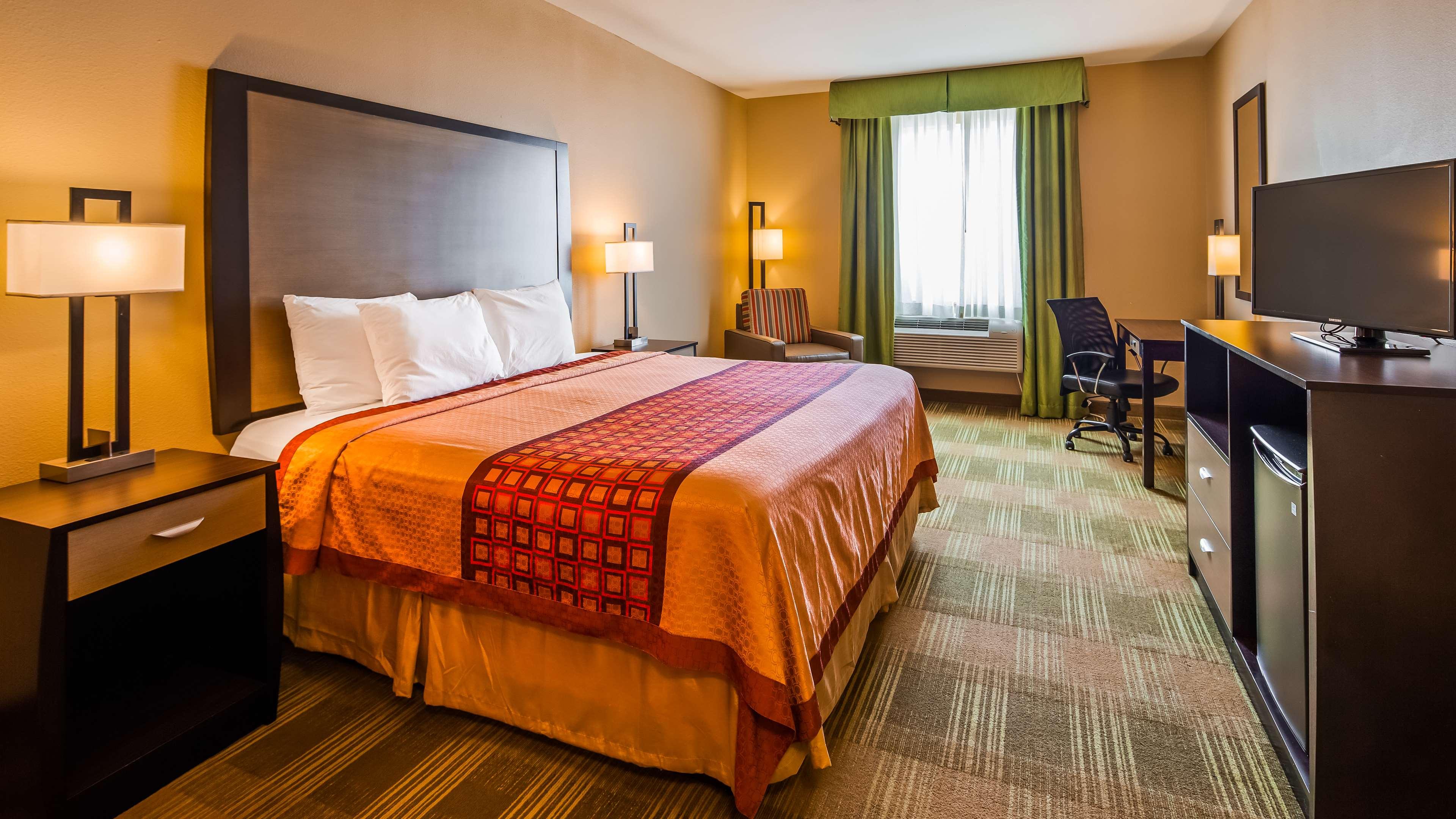 SureStay Hotel by Best Western Cotulla image 11
