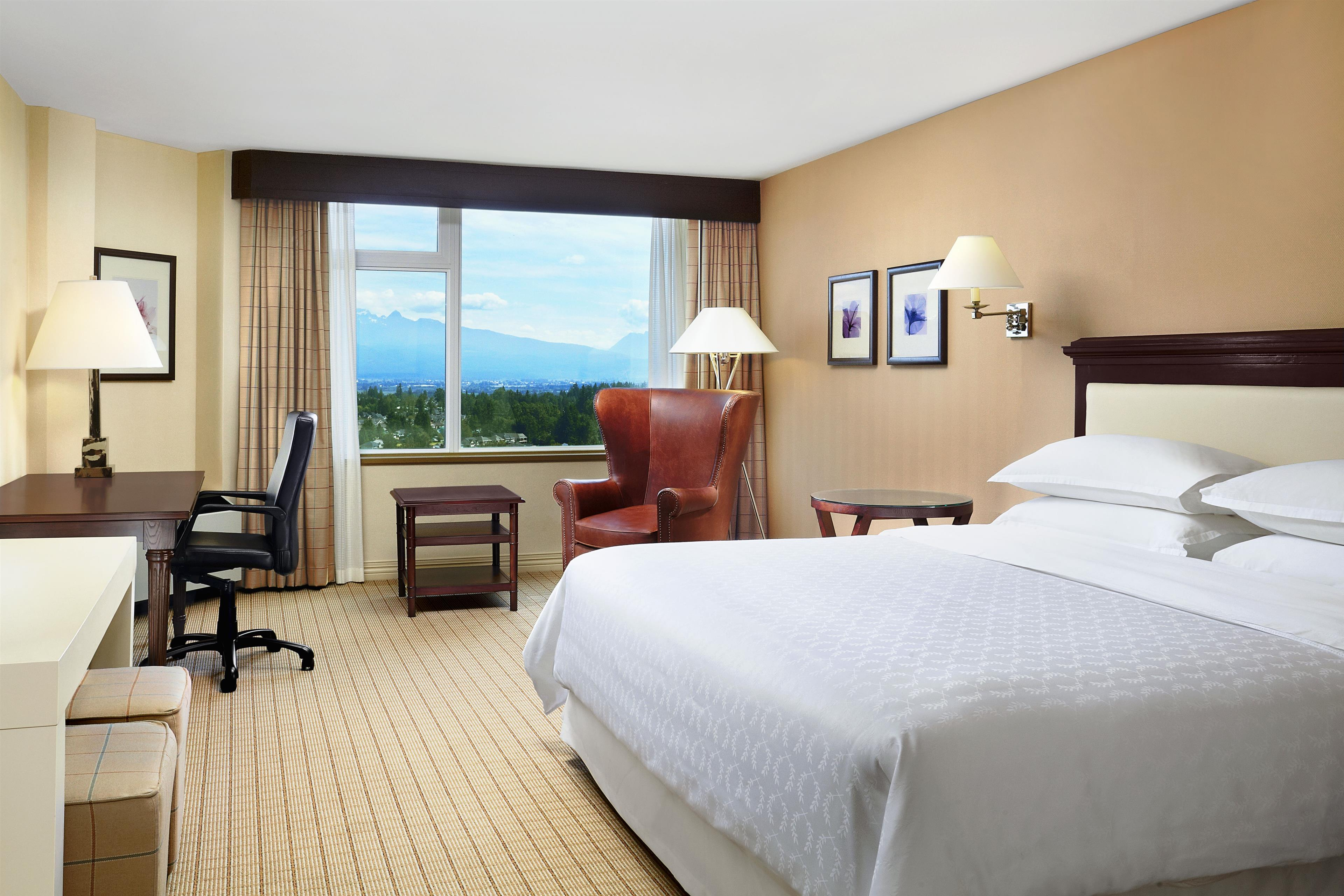 Sheraton Vancouver Guildford Hotel in Surrey: Club King Guest Room