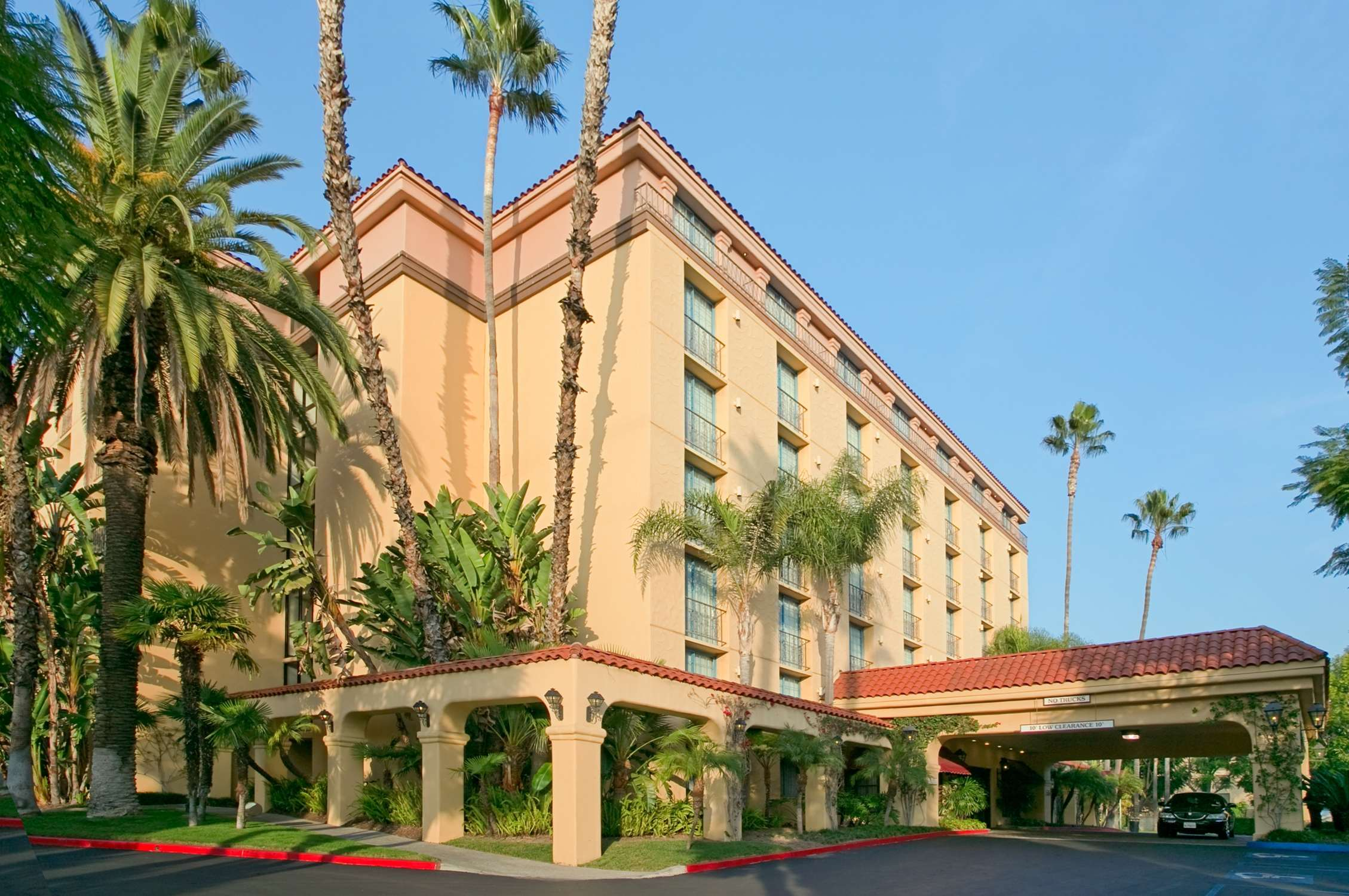 Embassy Suites by Hilton Arcadia Pasadena Area image 2