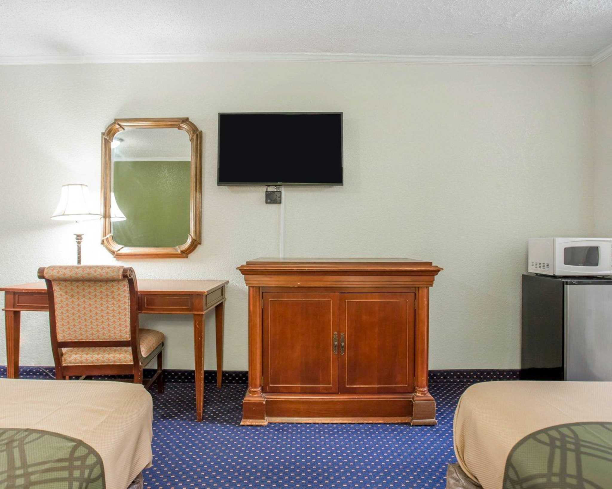 Rodeway Inn & Suites Fort Jackson image 8