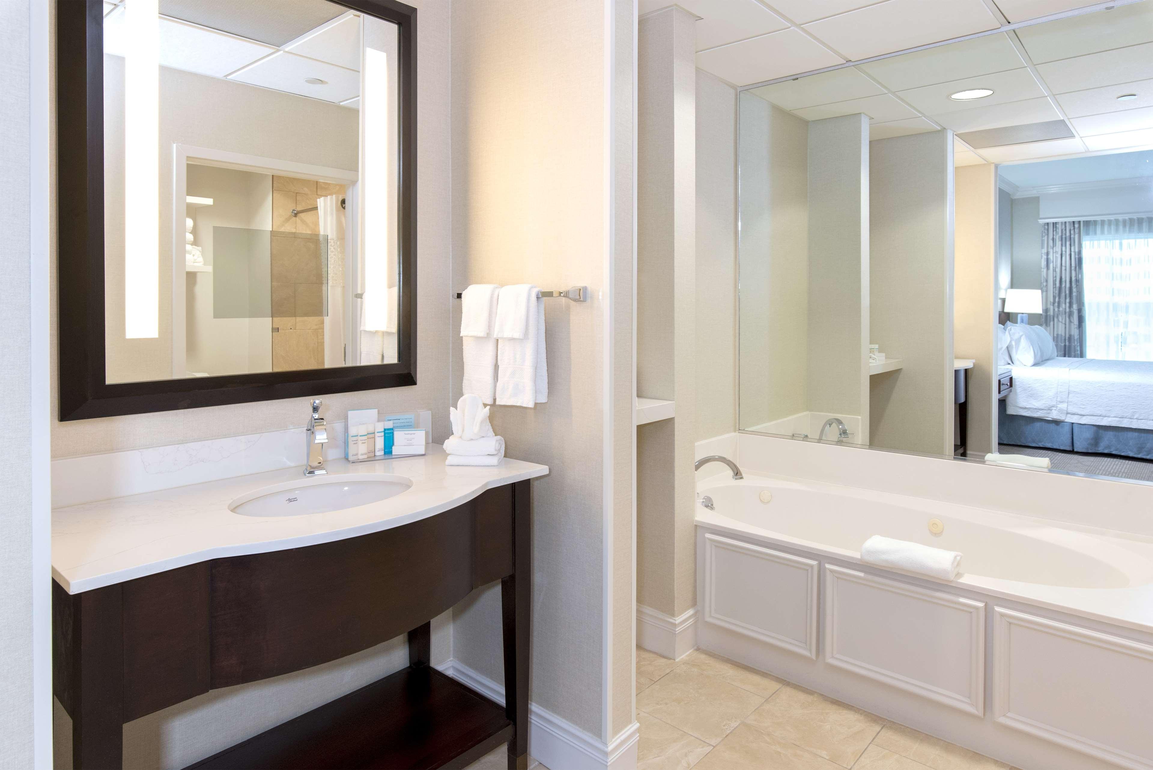 Hampton Inn & Suites Charlotte/South Park at Phillips Place image 40