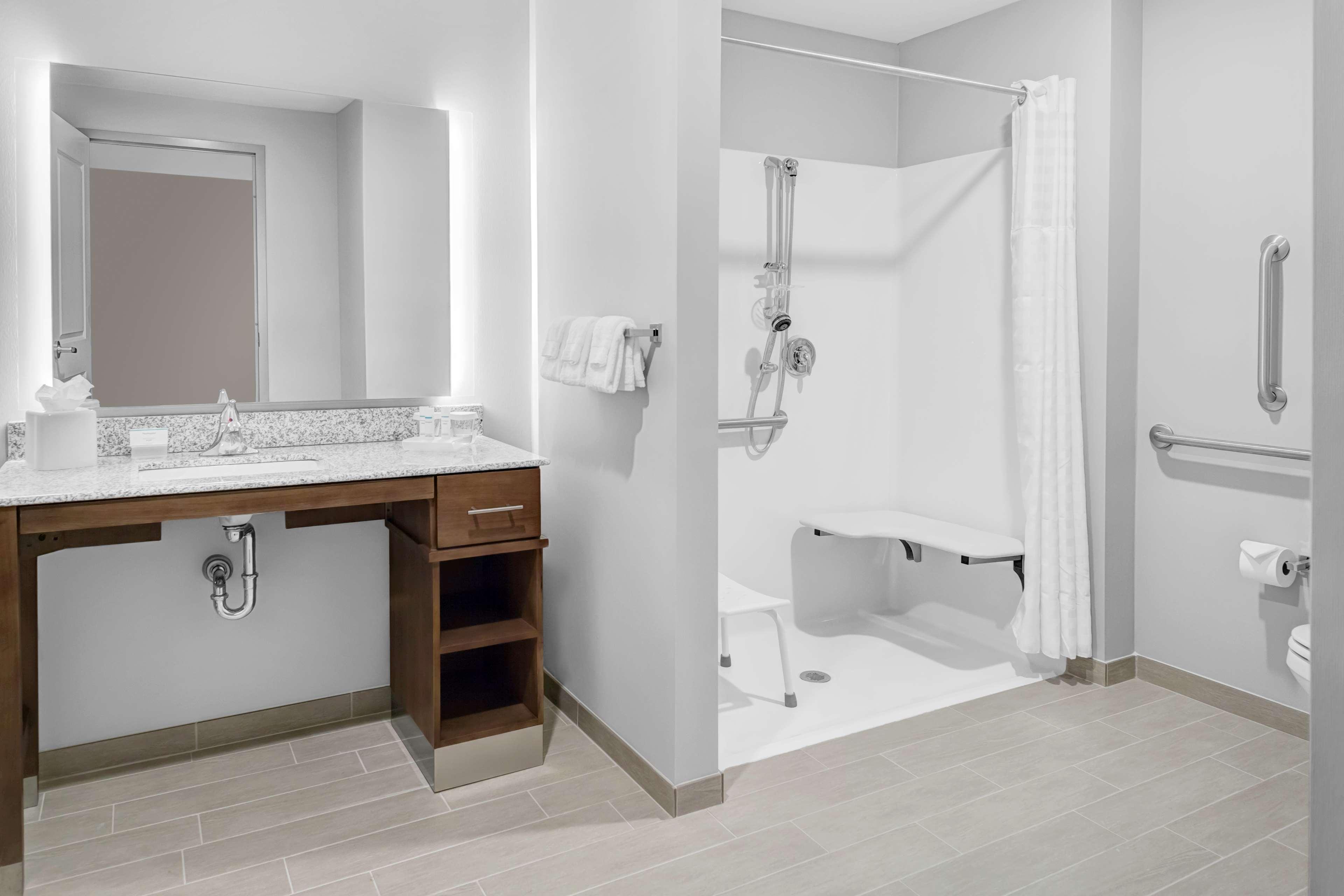 Homewood Suites by Hilton Wauwatosa Milwaukee image 15