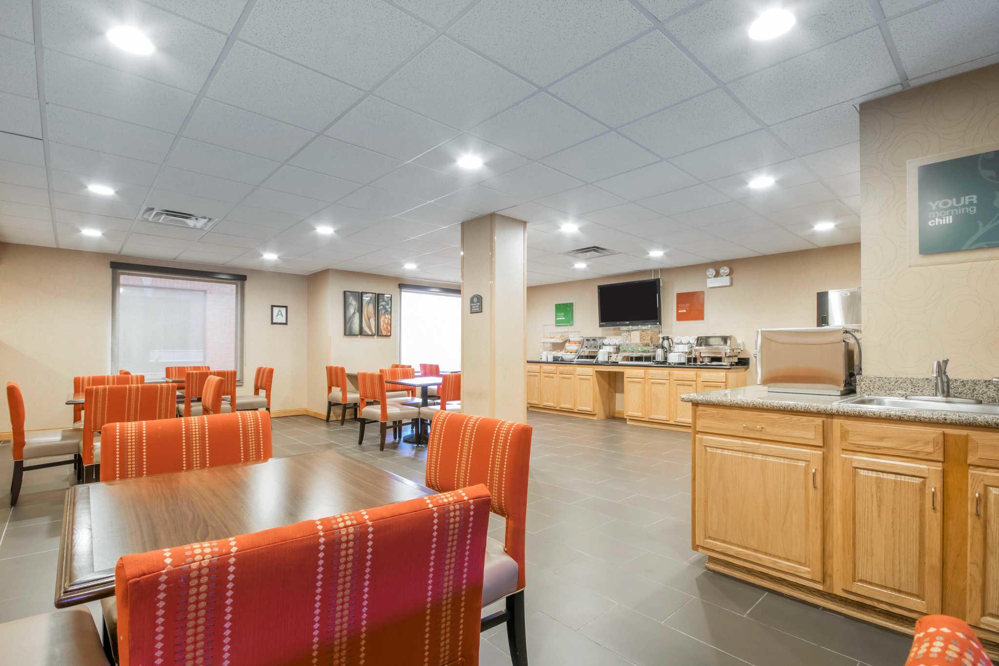 Comfort Suites Airport image 23