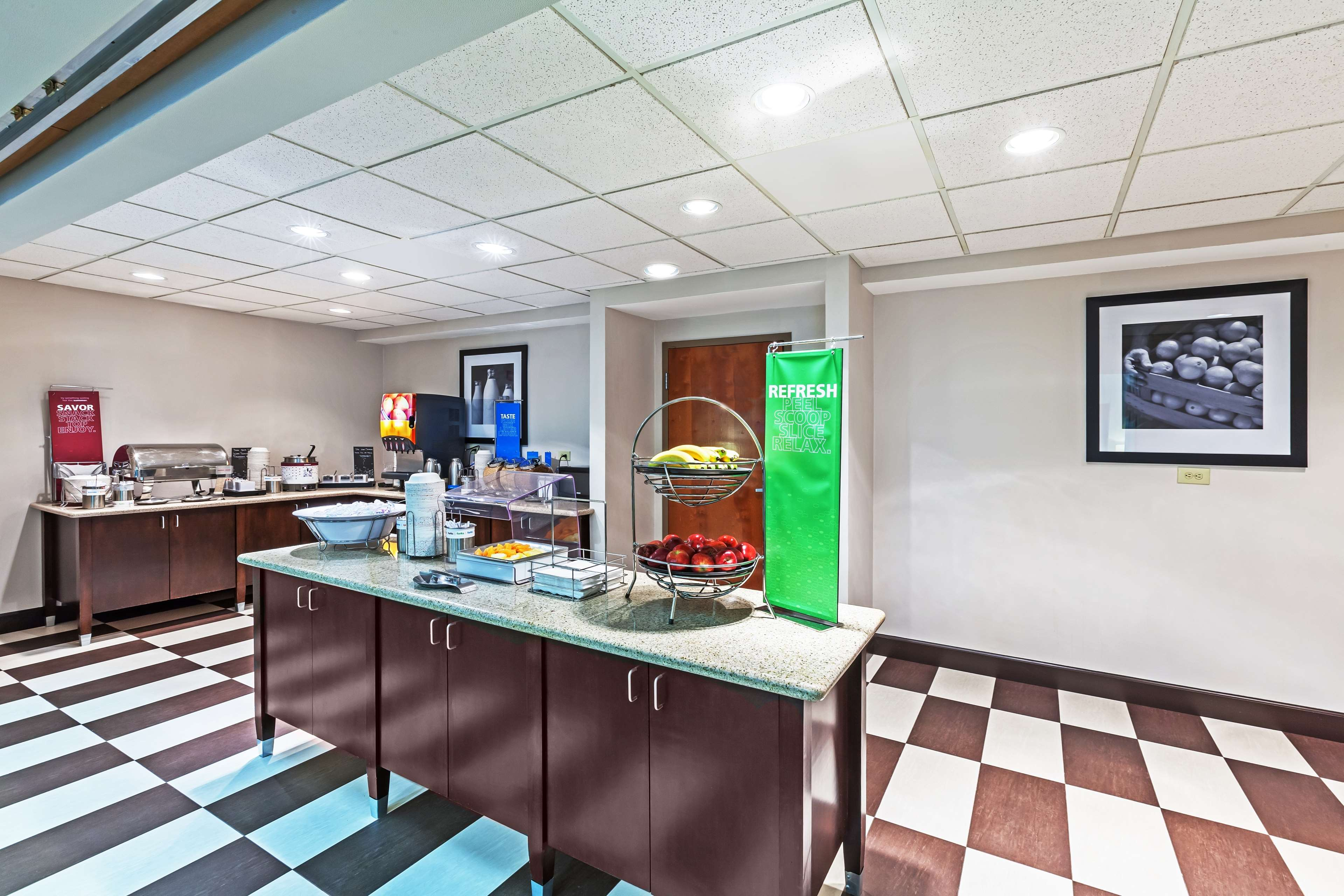 Hampton Inn & Suites Houston-Westchase image 7