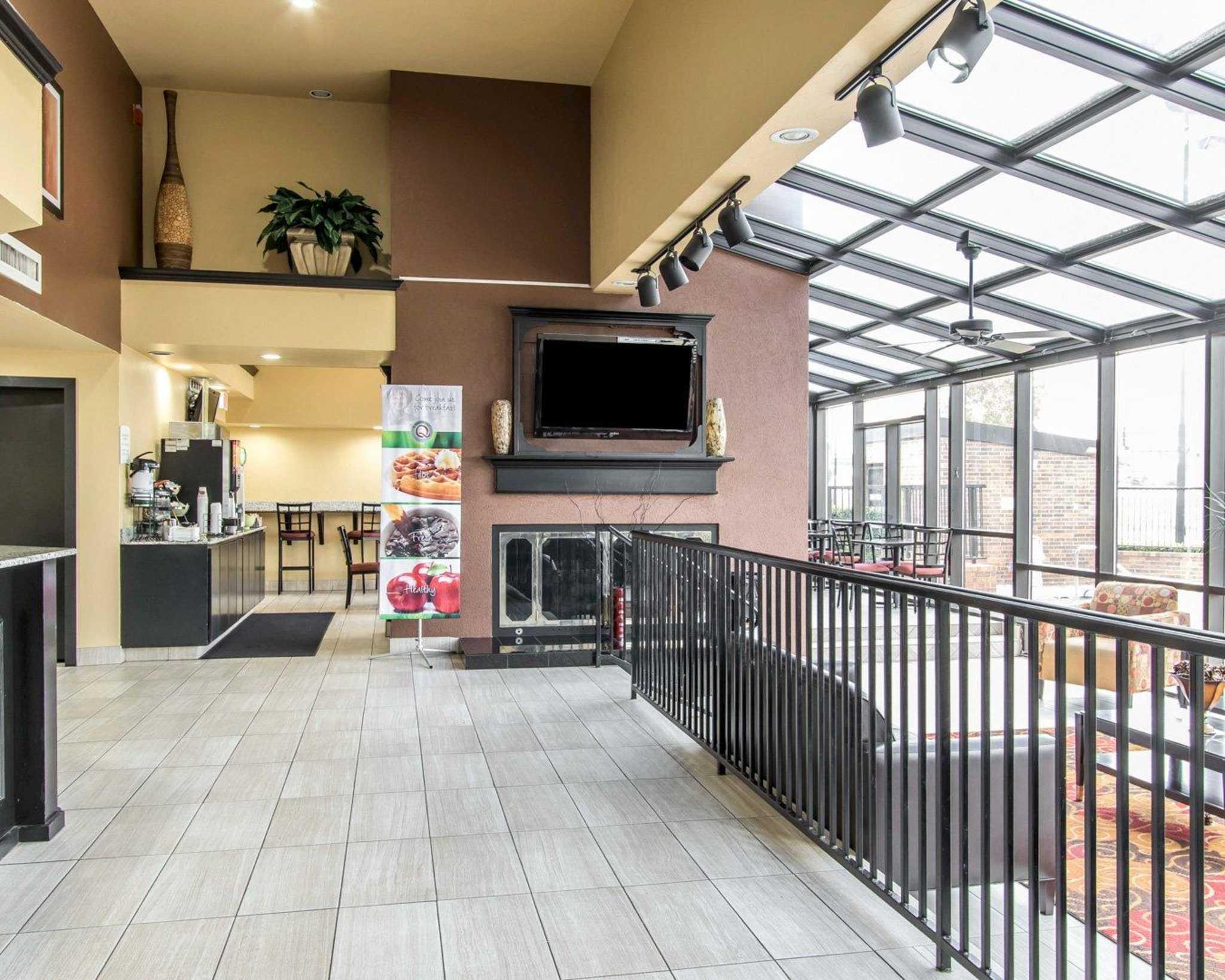 Quality Inn & Suites Fairgrounds West image 17