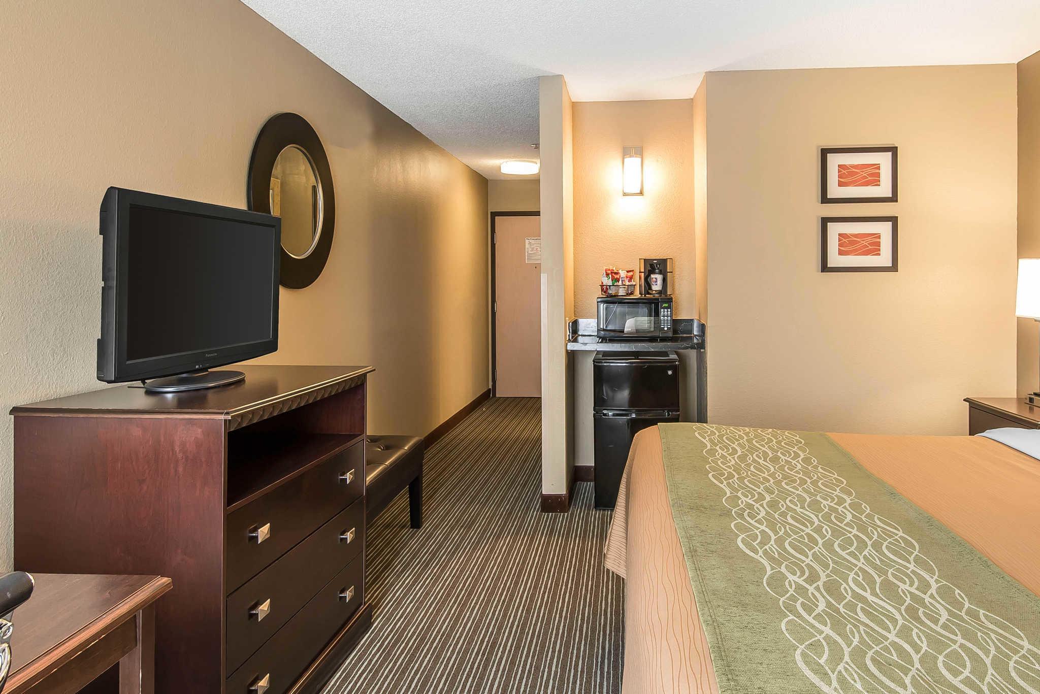 Comfort Inn & Suites Kansas City - Northeast image 8