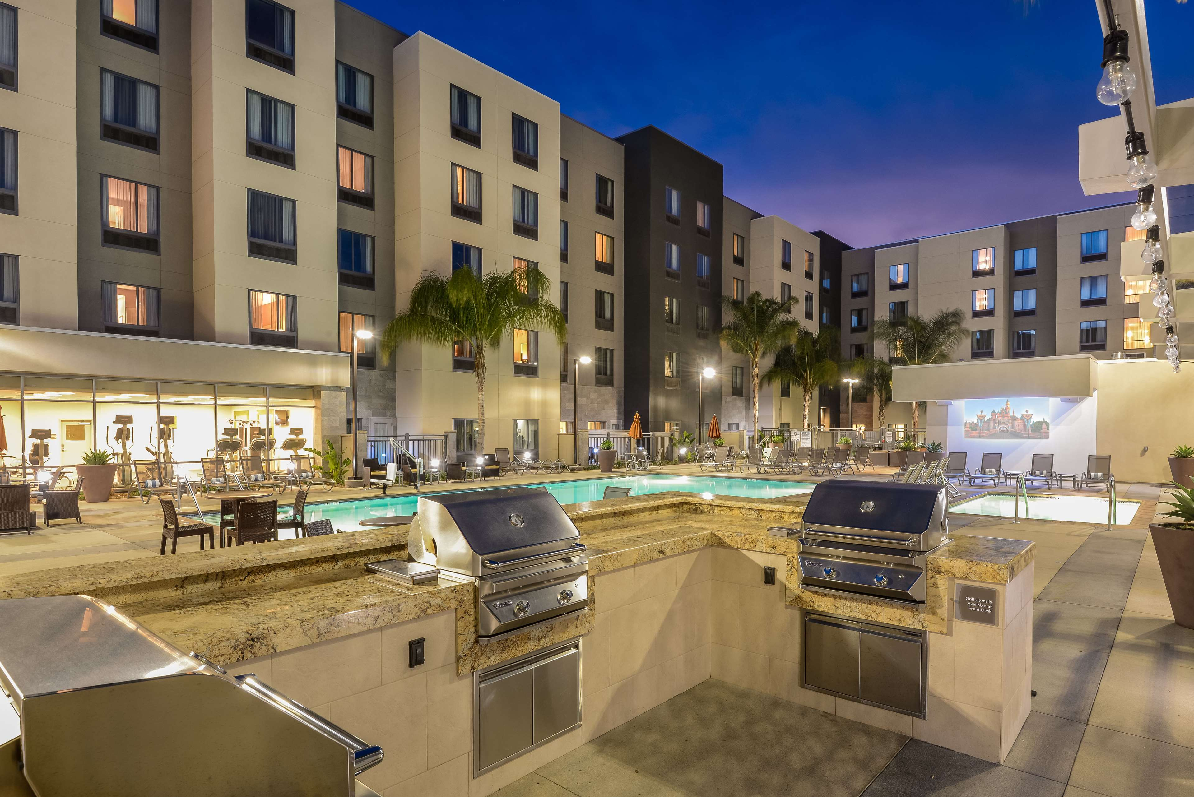 Homewood Suites by Hilton Anaheim Resort - Convention Center image 3