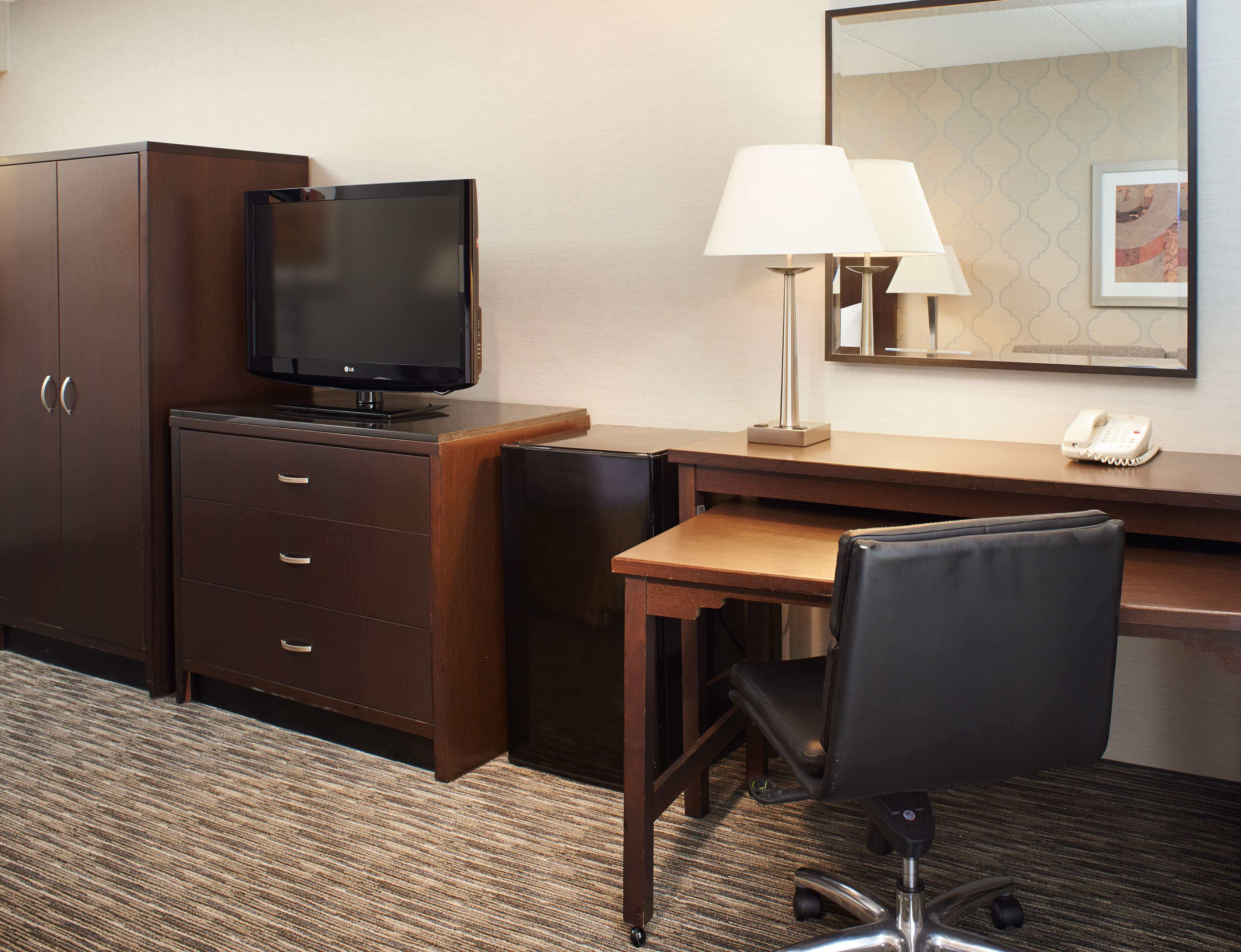 DoubleTree by Hilton Hotel Detroit - Dearborn image 15