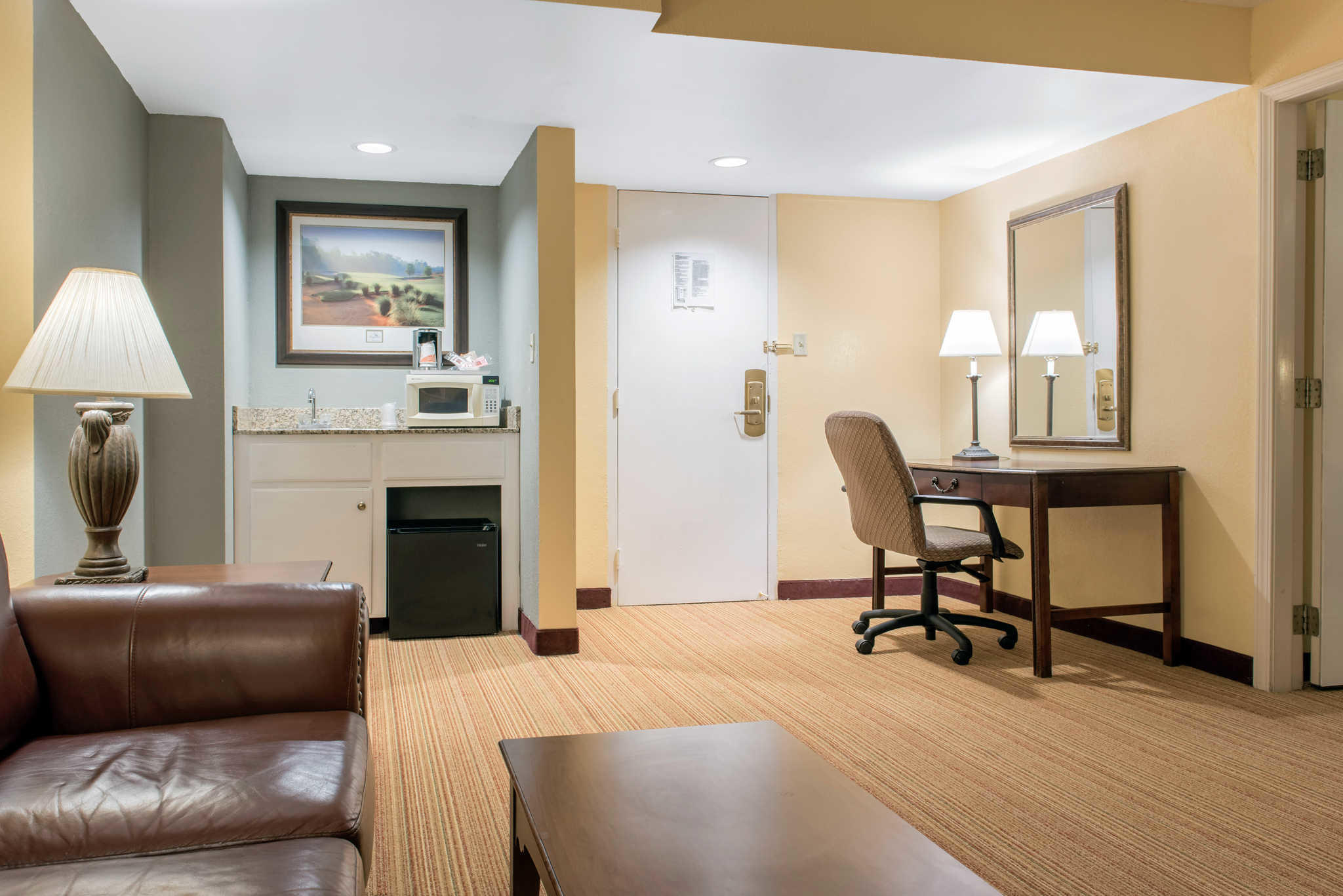 Quality Inn Airport image 17