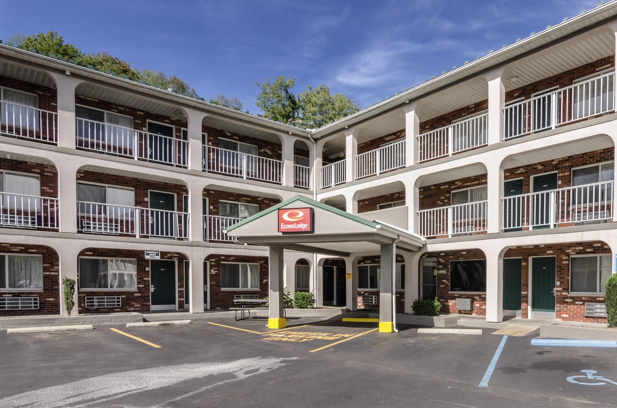 Pet Friendly Hotels Near Summersville Wv