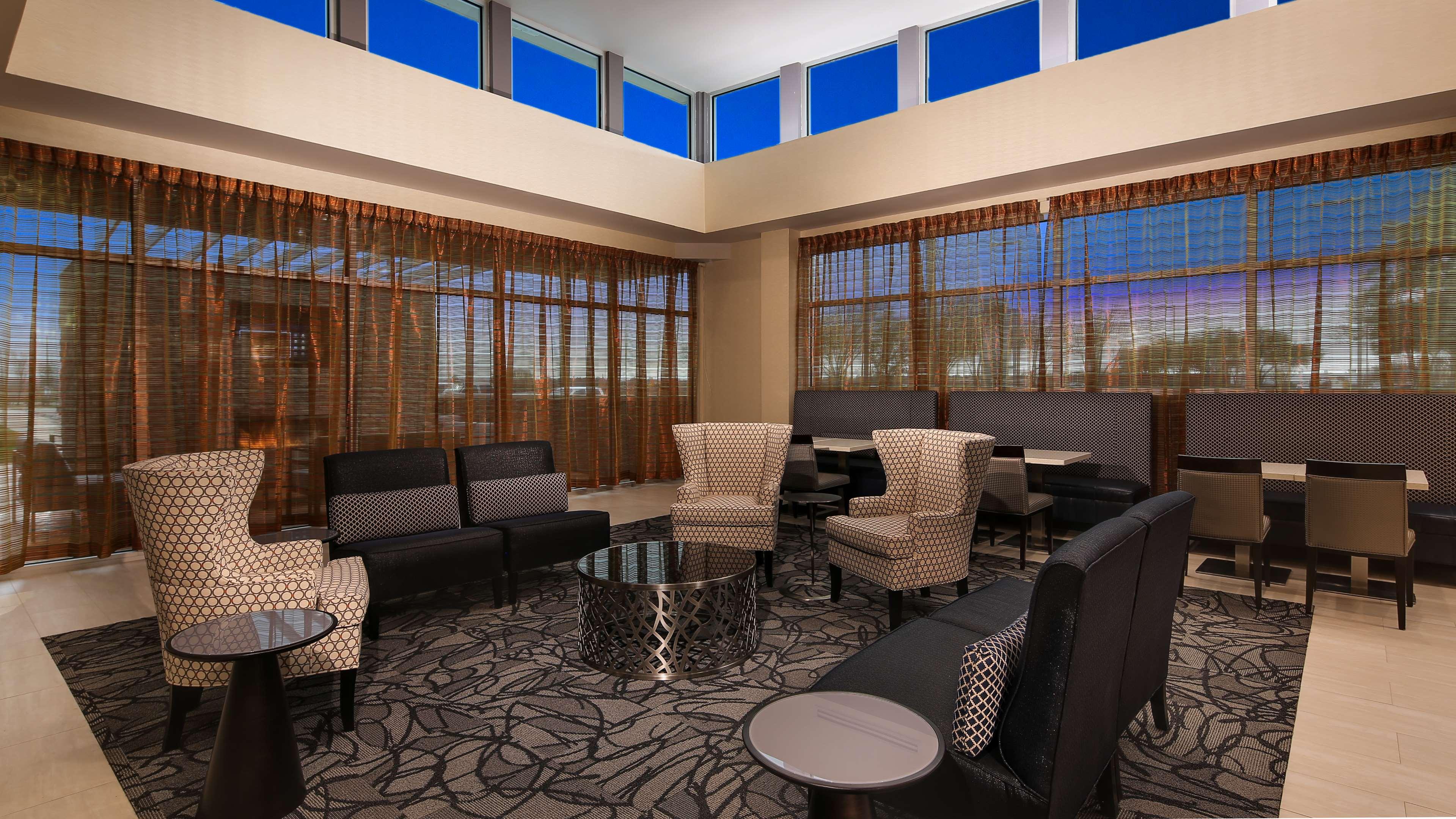 Best Western Plus Executive Residency Baytown image 4