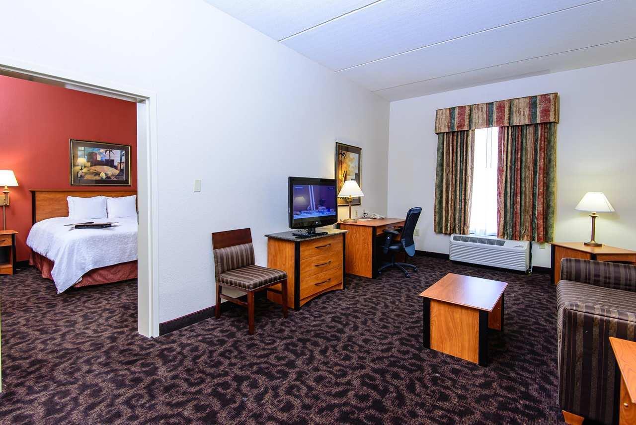 Hampton Inn Houston-Pearland image 29