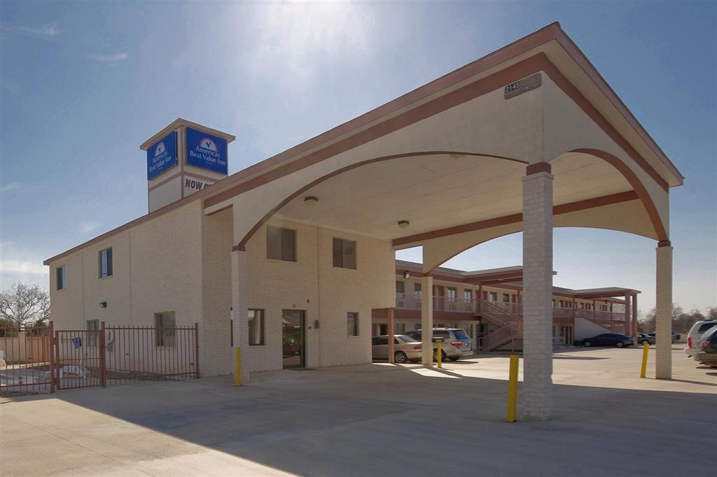 Americas Best Value Inn & Suites - Hempstead/Prairie View image 1