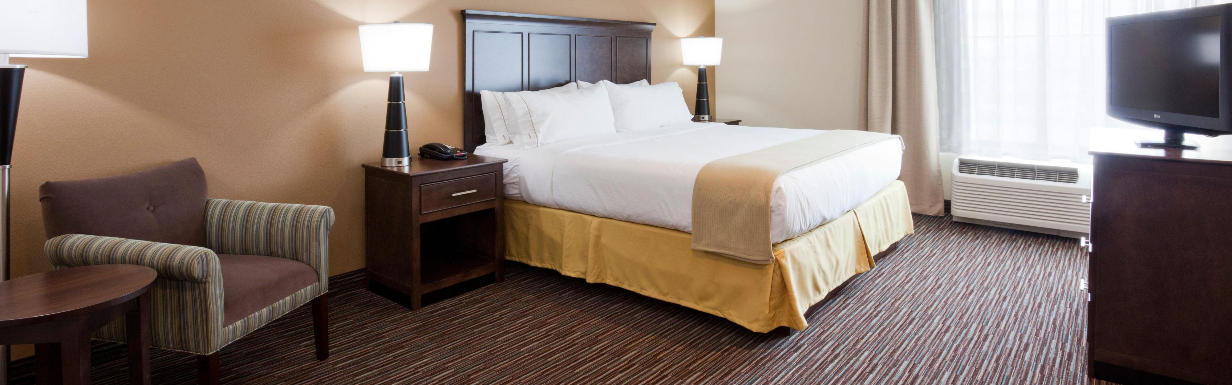 Holiday Inn Express & Suites Willmar image 1