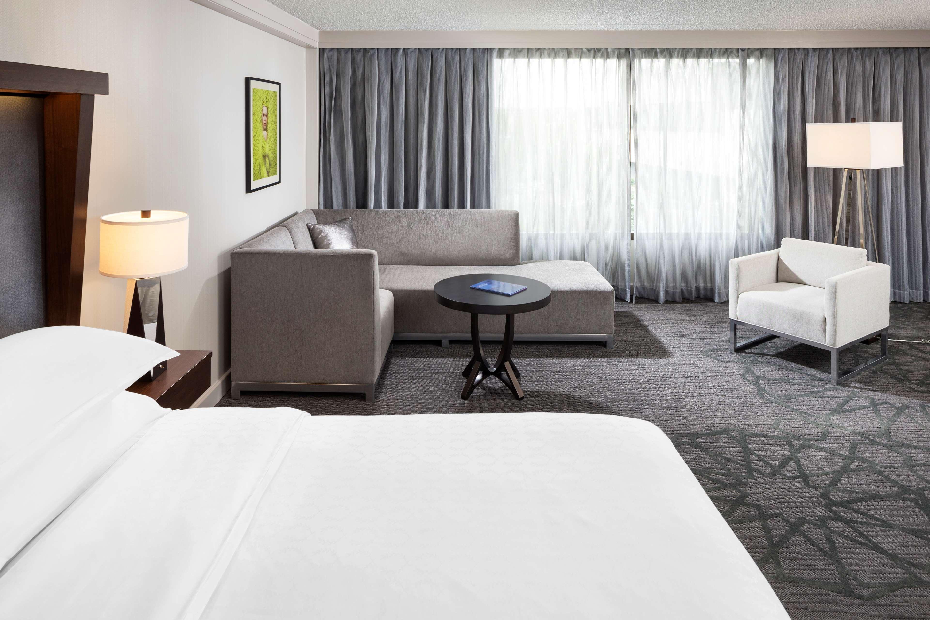 Sheraton Bloomington Hotel image 2