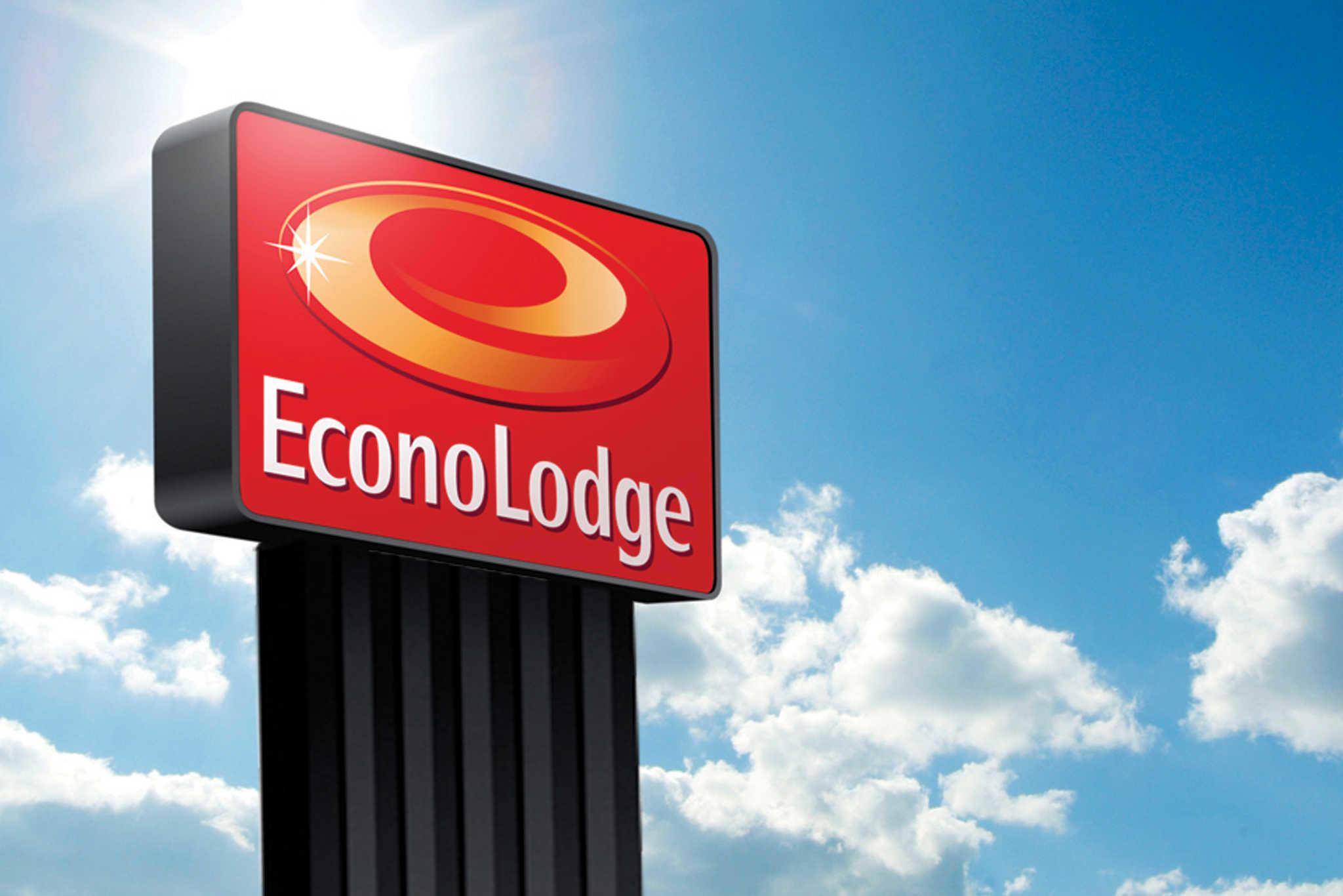 Econo Lodge near the Blue Ridge Parkway I-77 image 0