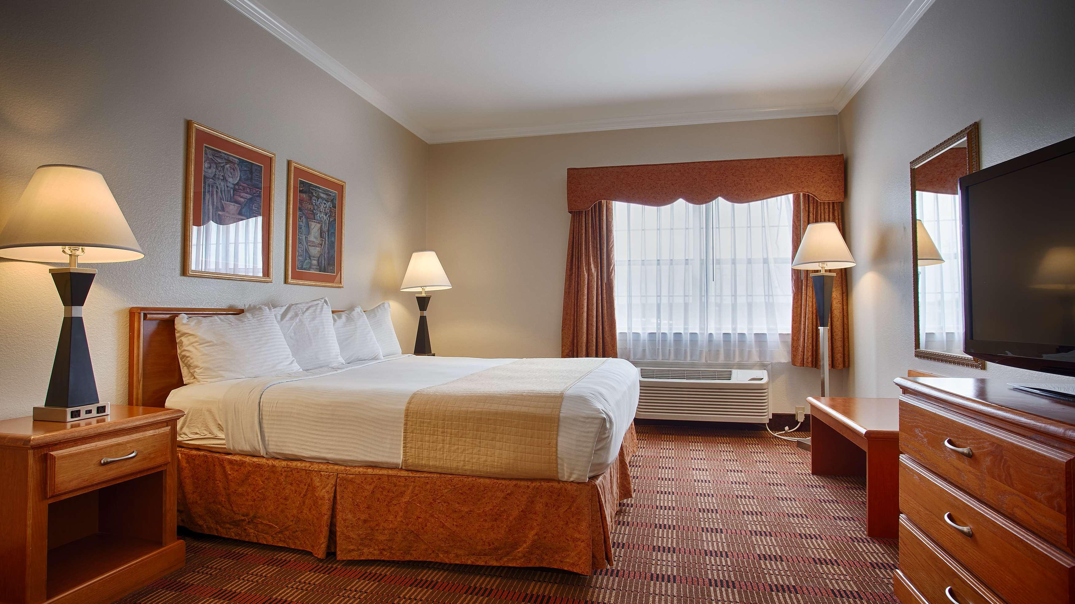 Best Western Club House Inn & Suites image 3