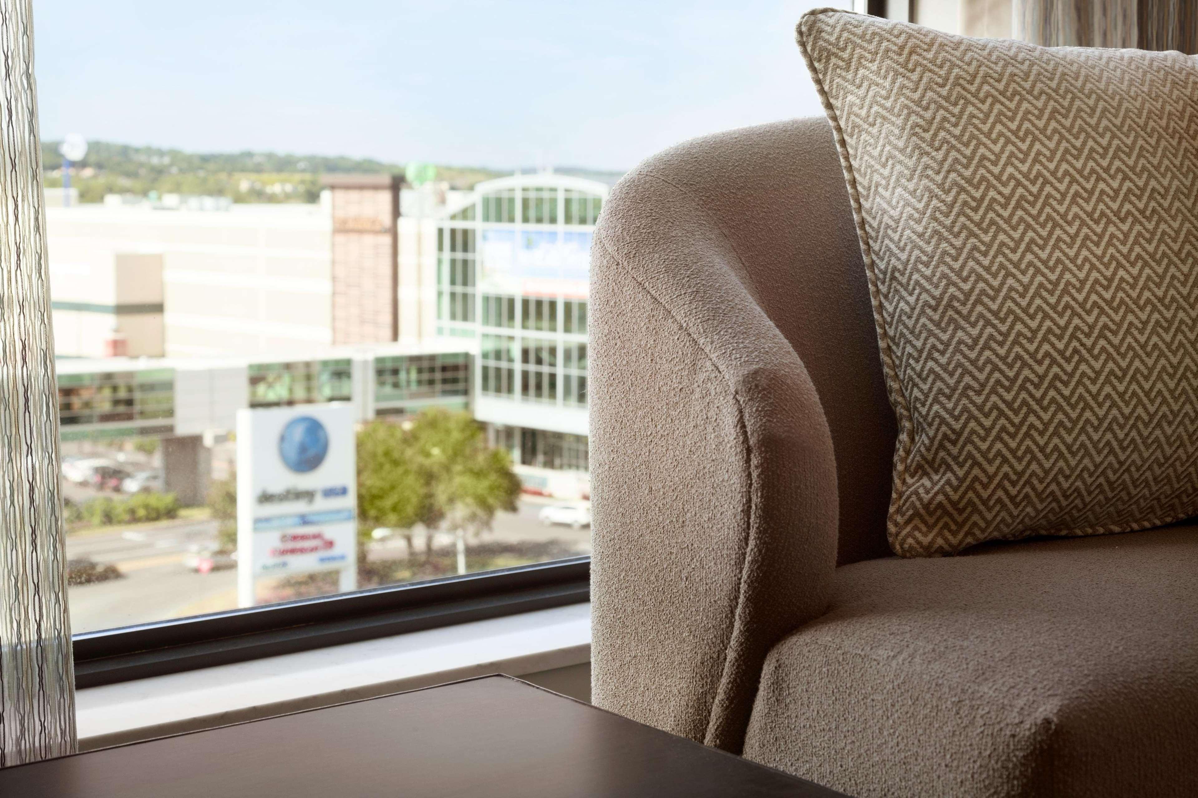 Embassy Suites by Hilton Syracuse Destiny USA image 14