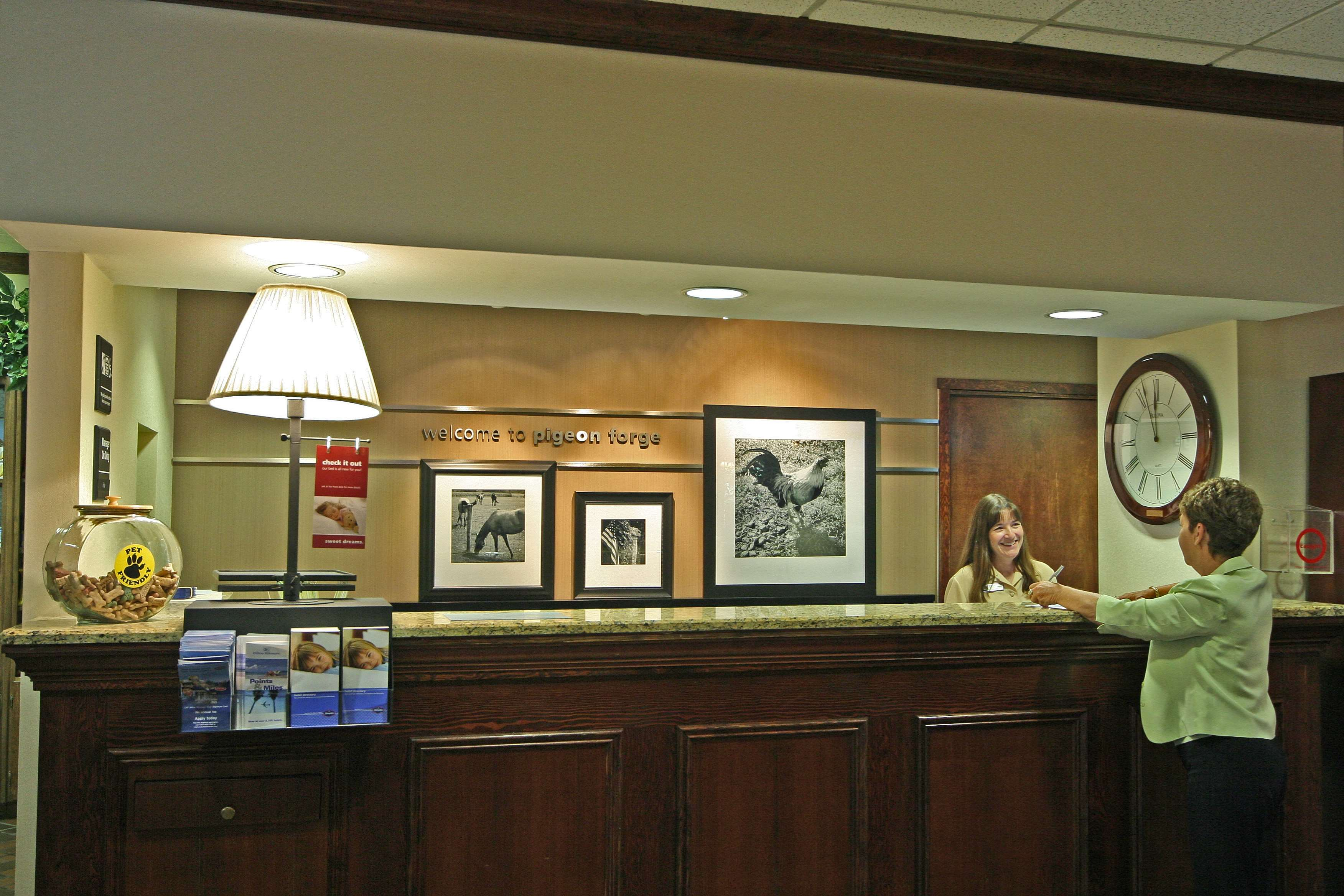 Hampton Inn & Suites Pigeon Forge On The Parkway image 4