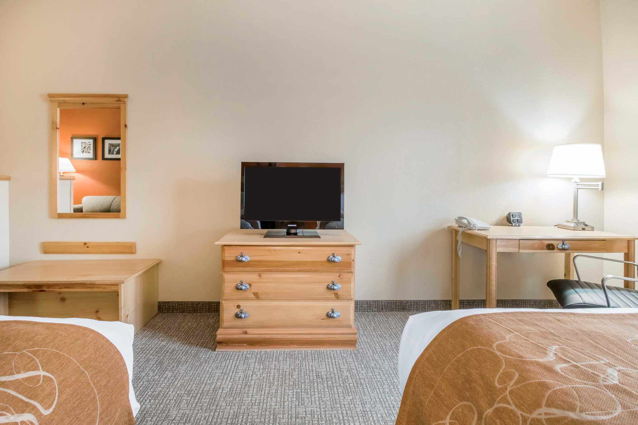 Comfort Suites Airport image 13