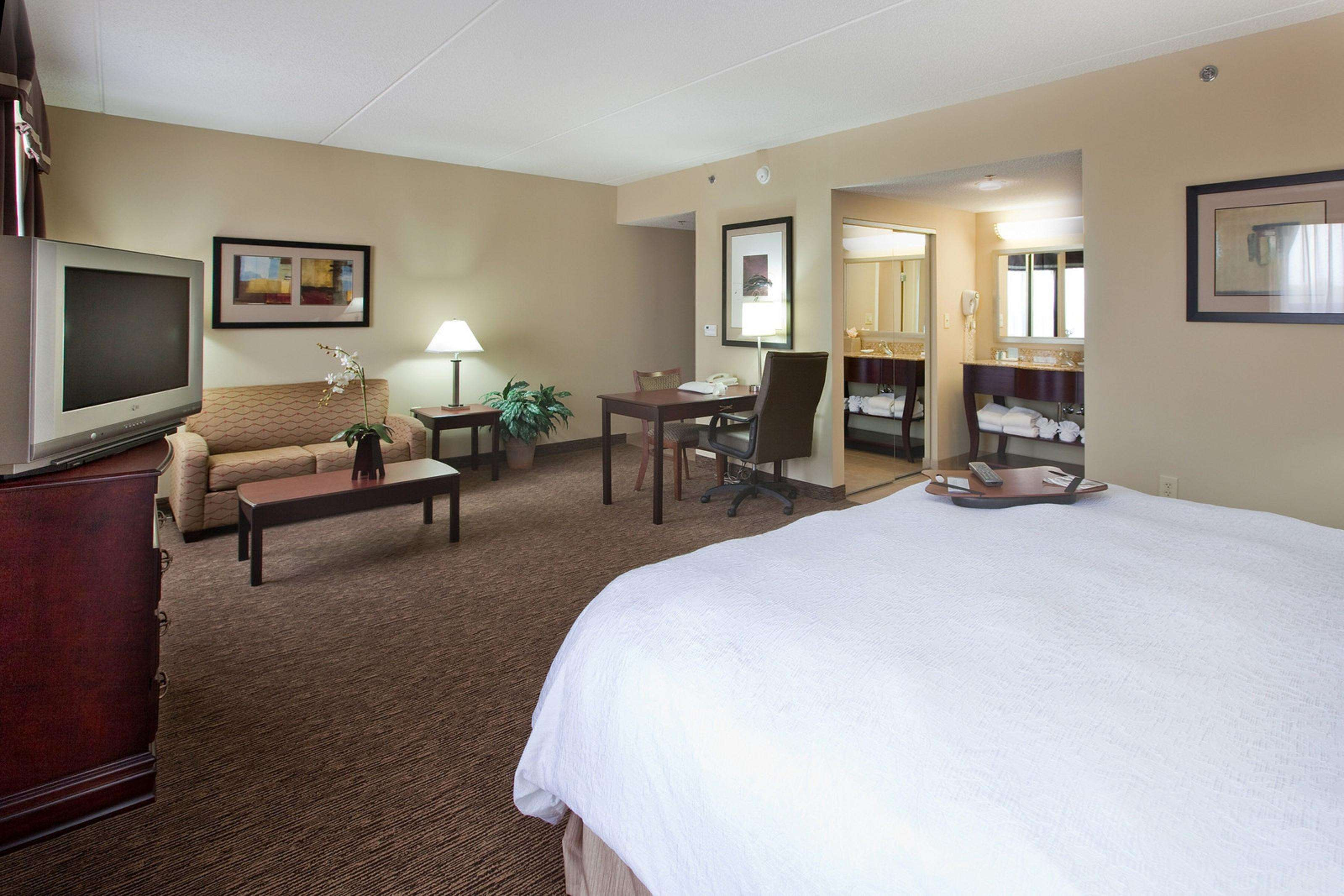 Hampton Inn & Suites Burlington image 23