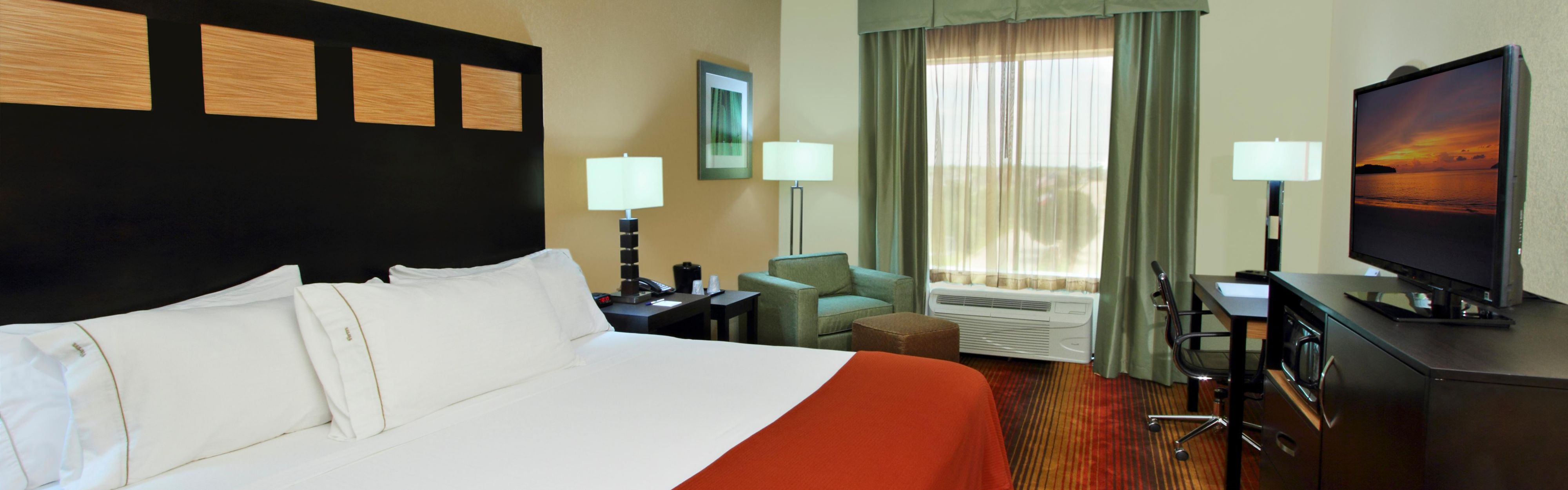 Holiday Inn Express & Suites Houston East - Baytown image 1