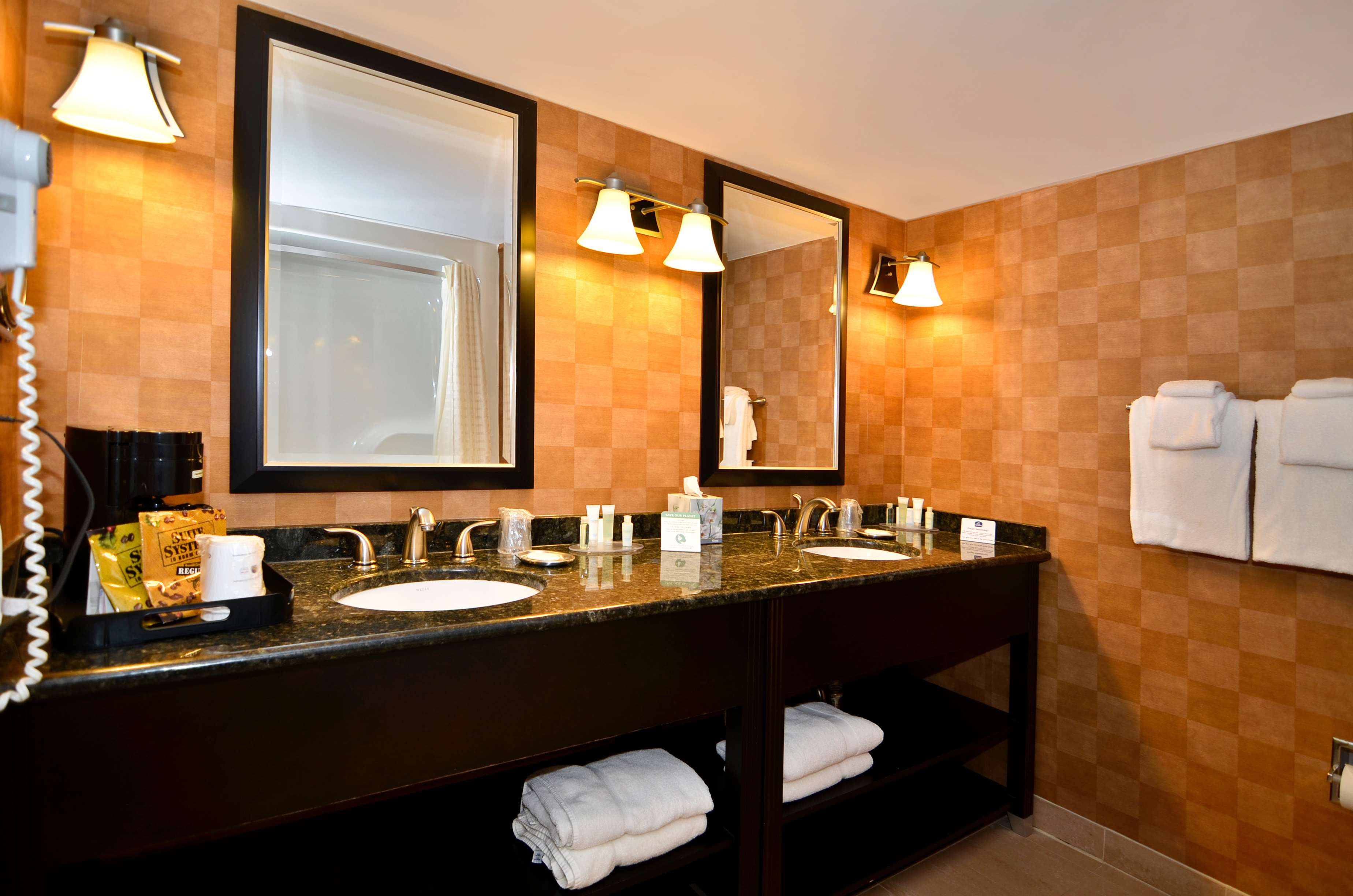Best western plus bwi airport hotel arundel mills for Best bathrooms on the road