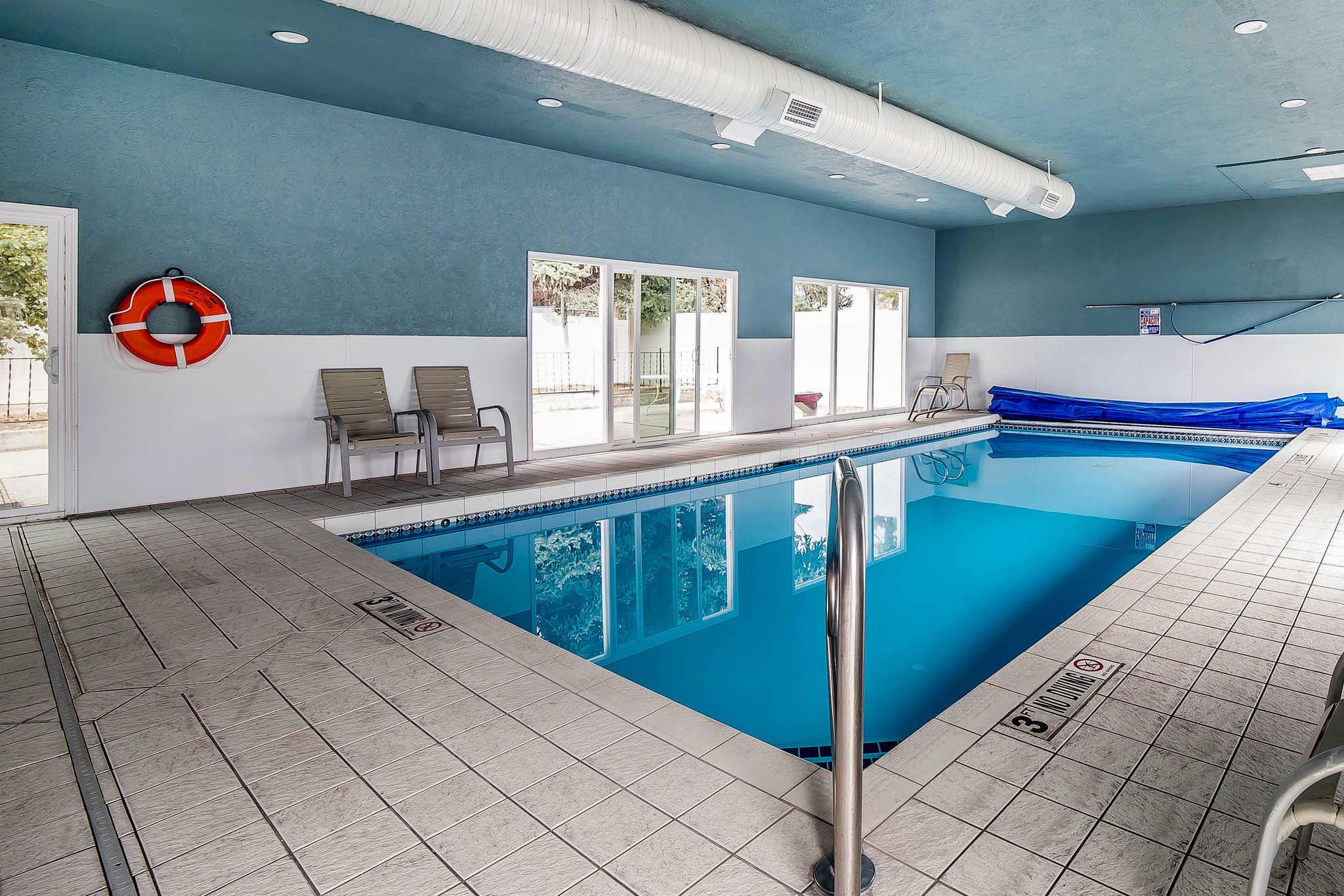 Econo Lodge Inn & Suites image 30