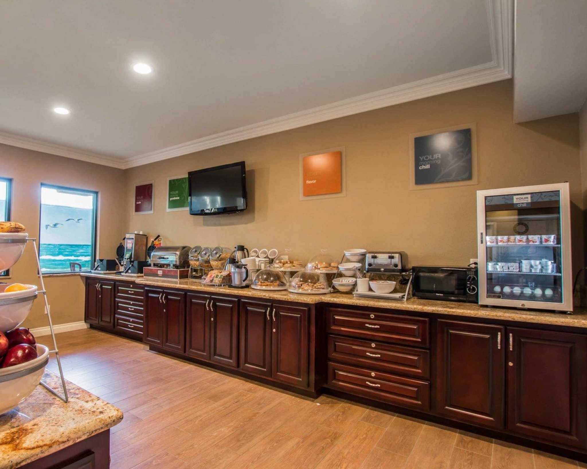 Comfort Suites Huntington Beach image 15