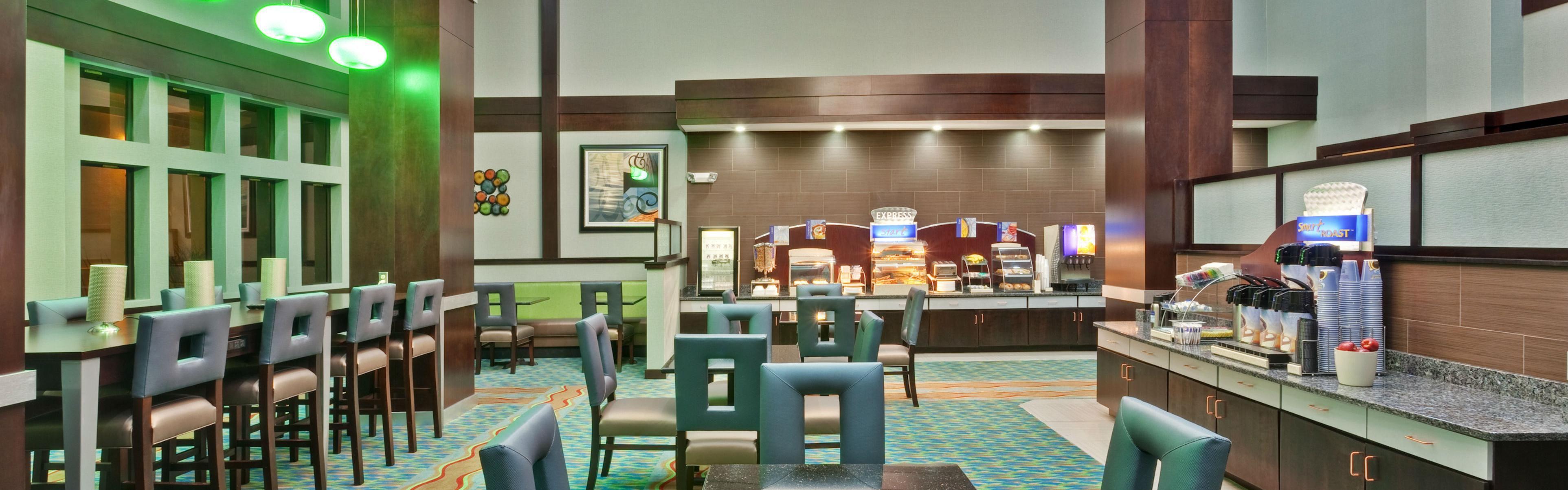 Holiday Inn Express & Suites New Philadelphia image 3