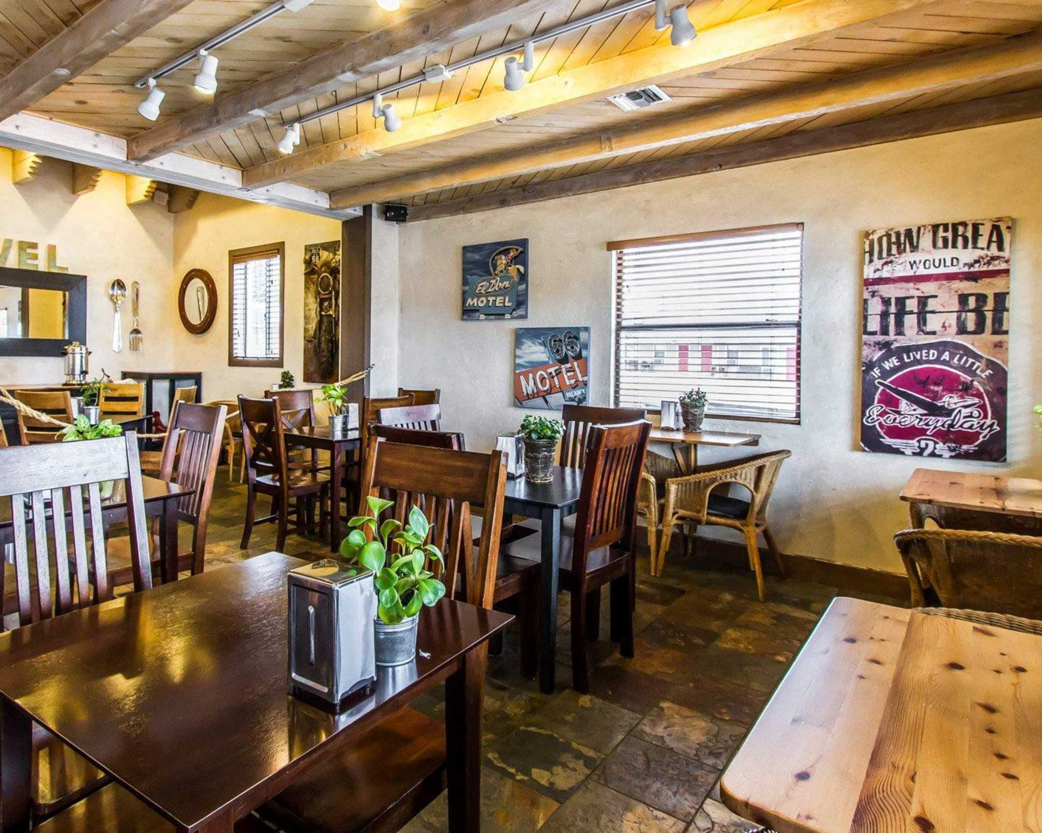 Rodeway Inn & Suites Downtowner-Rte 66 image 22