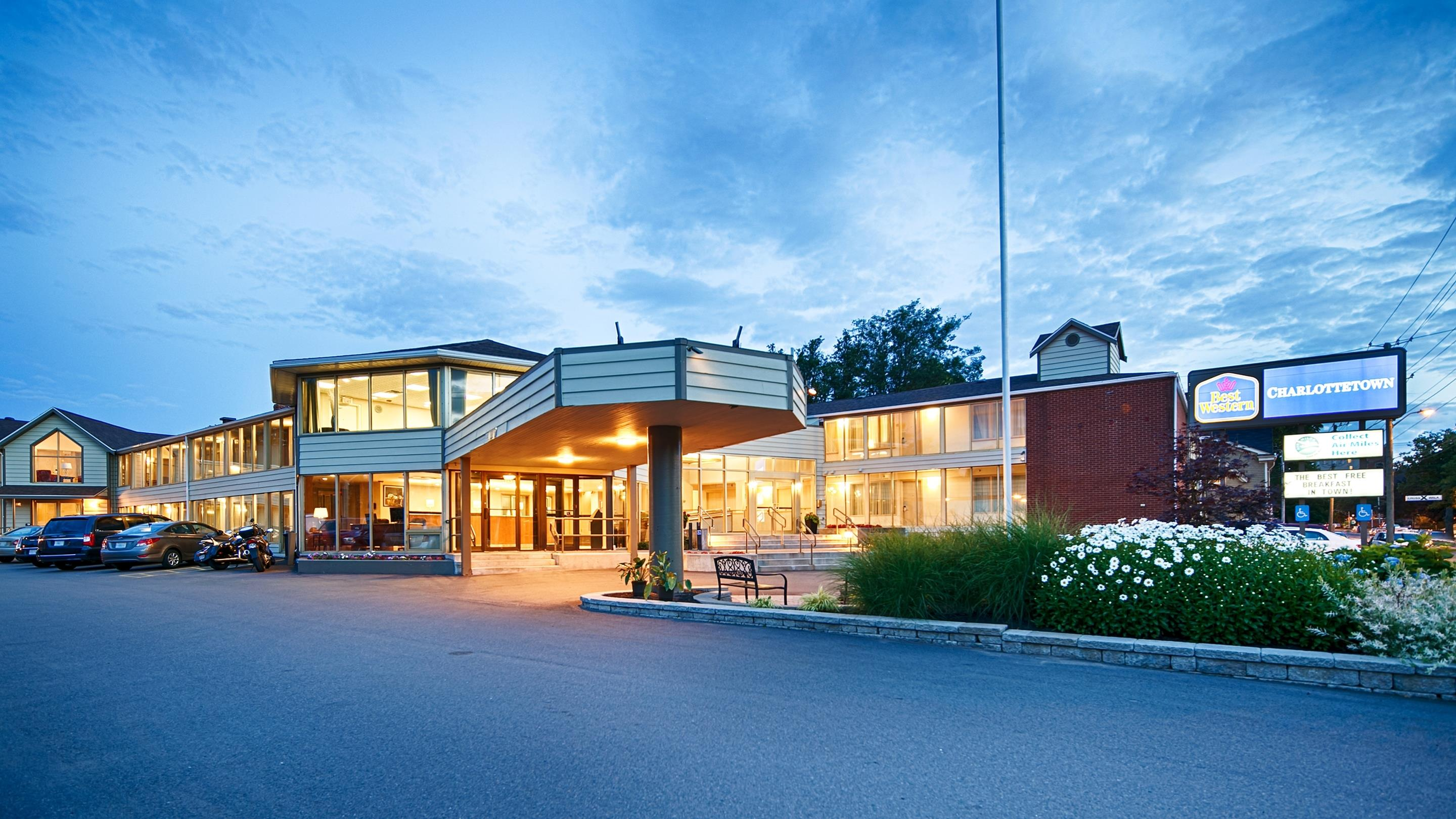 Charlottetown Inn & Conference Centre in Charlottetown: Hotel Exterior